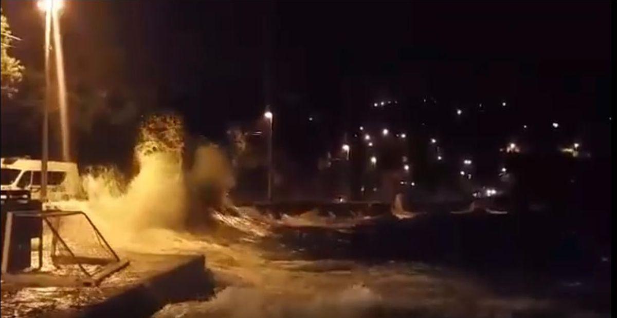 VIDEO: PODIVLJALO MORE U ISTRI Olujni udari juga, poplavljene ceste u Voloskom