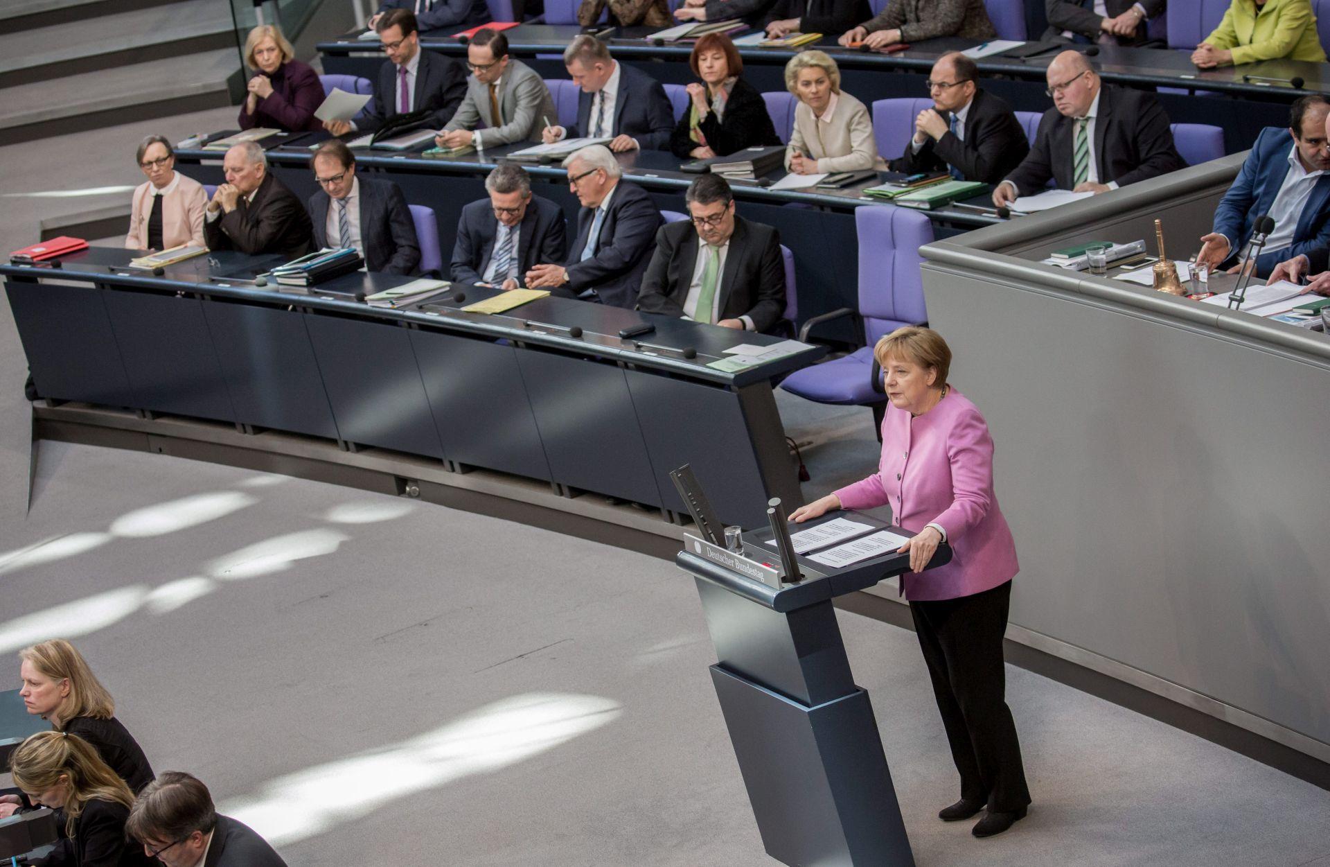 MIGRANTSKI VAL Merkel: Summit EU-Turska je odlučujući za rješenje krize
