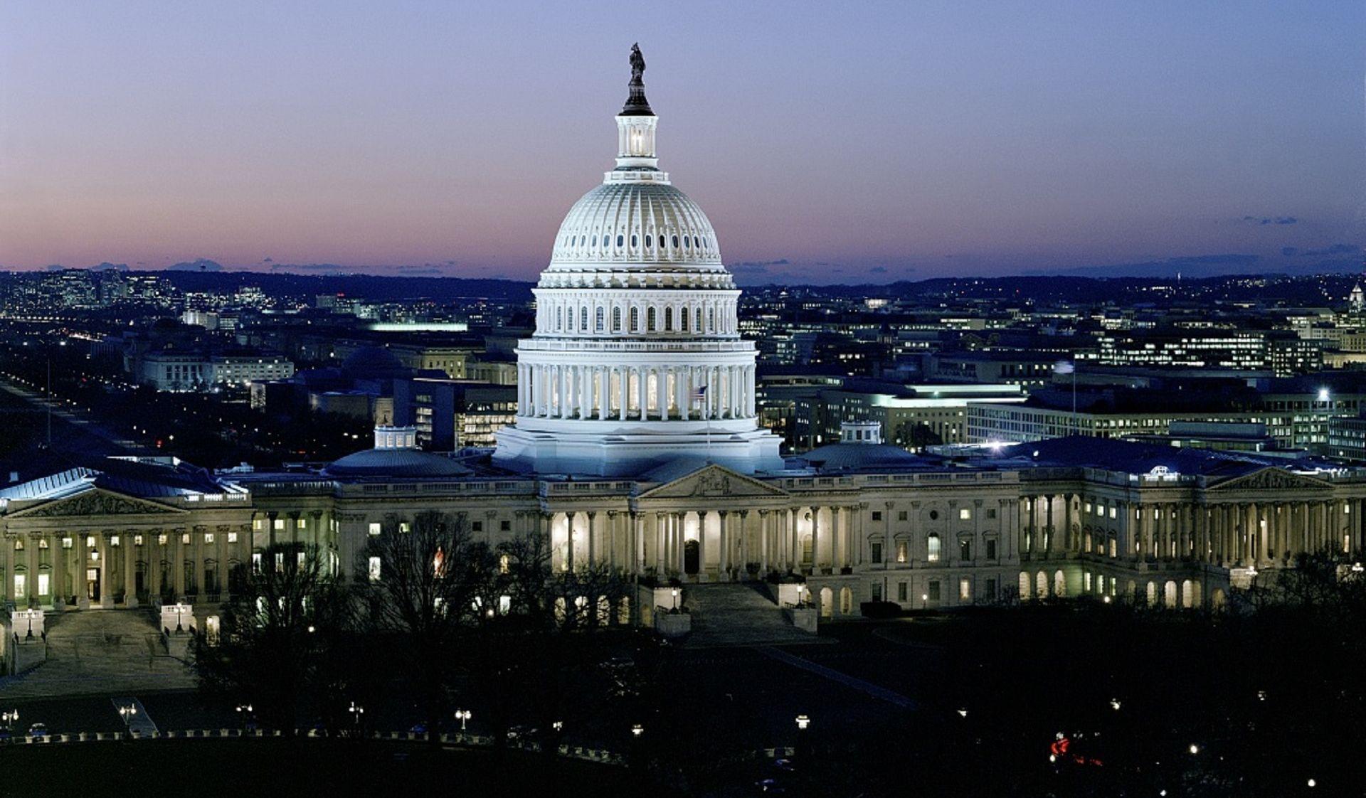 PANIKA U WASHINGTONU Pucnjava na Capitol Hillu, napadač uhićen, jedan policajac ranjen