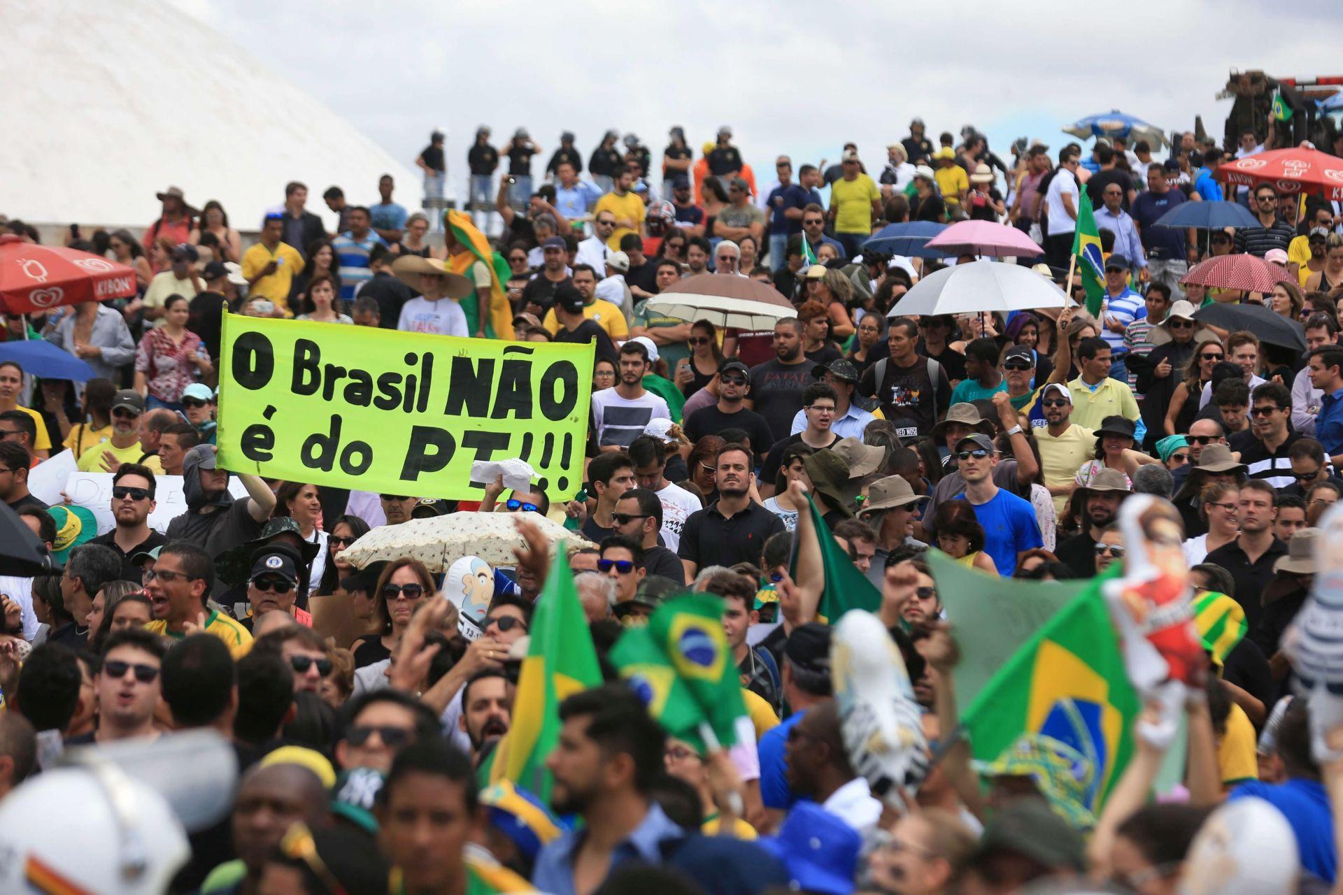 Brazil: U parlamentu o budućnosti Dilme Rousseff, Lula u protunapadu