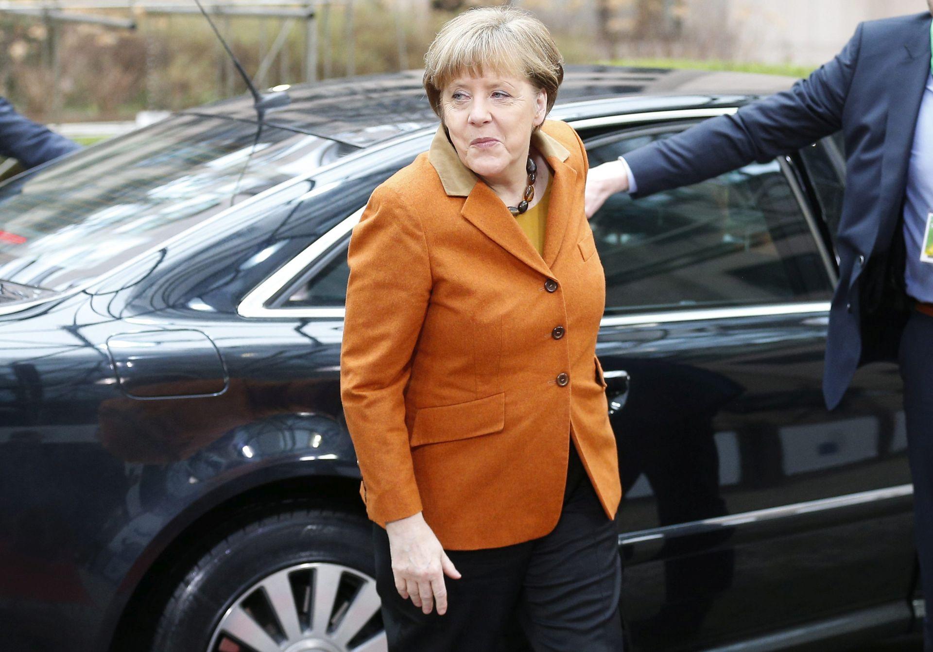 """NESLAGANJE S PRIJEDLOGOM: Merkel i Juncker ne žele u dekaraciji rečenicu """"zapadnobalkanska ruta zatvorena"""""""