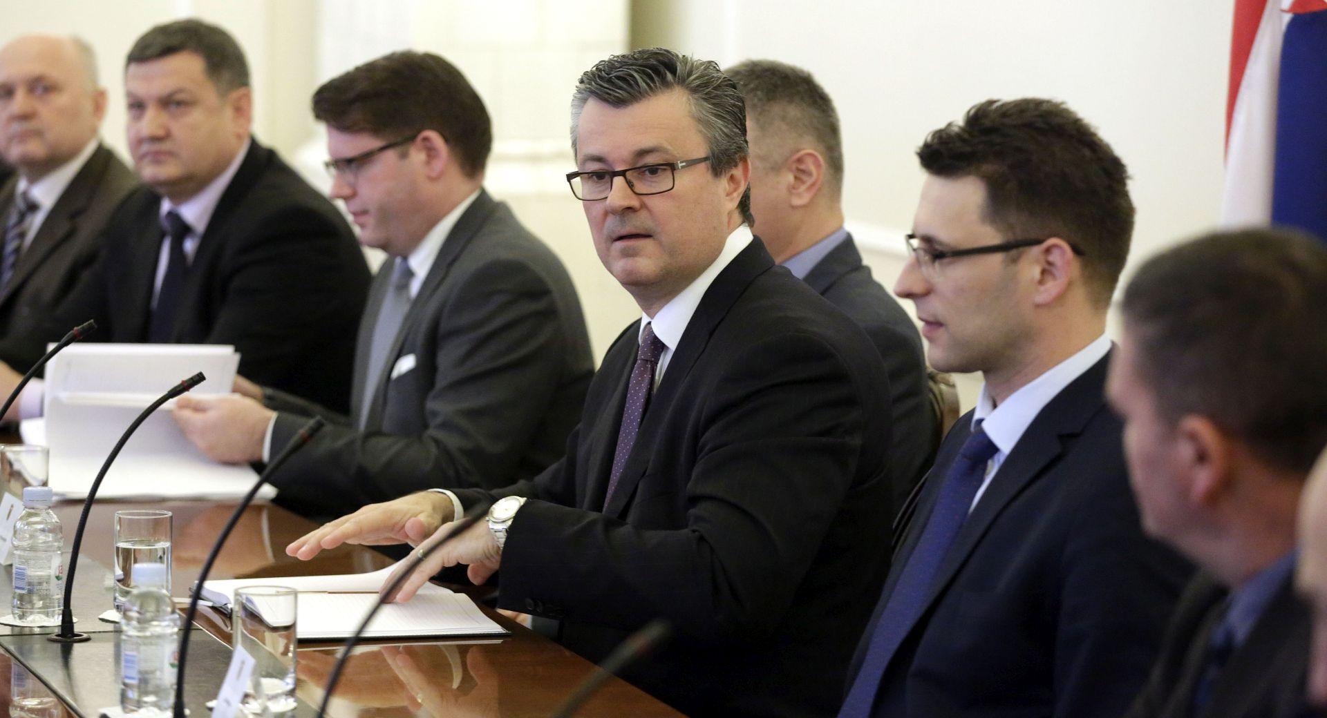 PREMIJER OREŠKOVIĆ: Najkasnije do početka idućeg tjedna izbor ministra branitelja