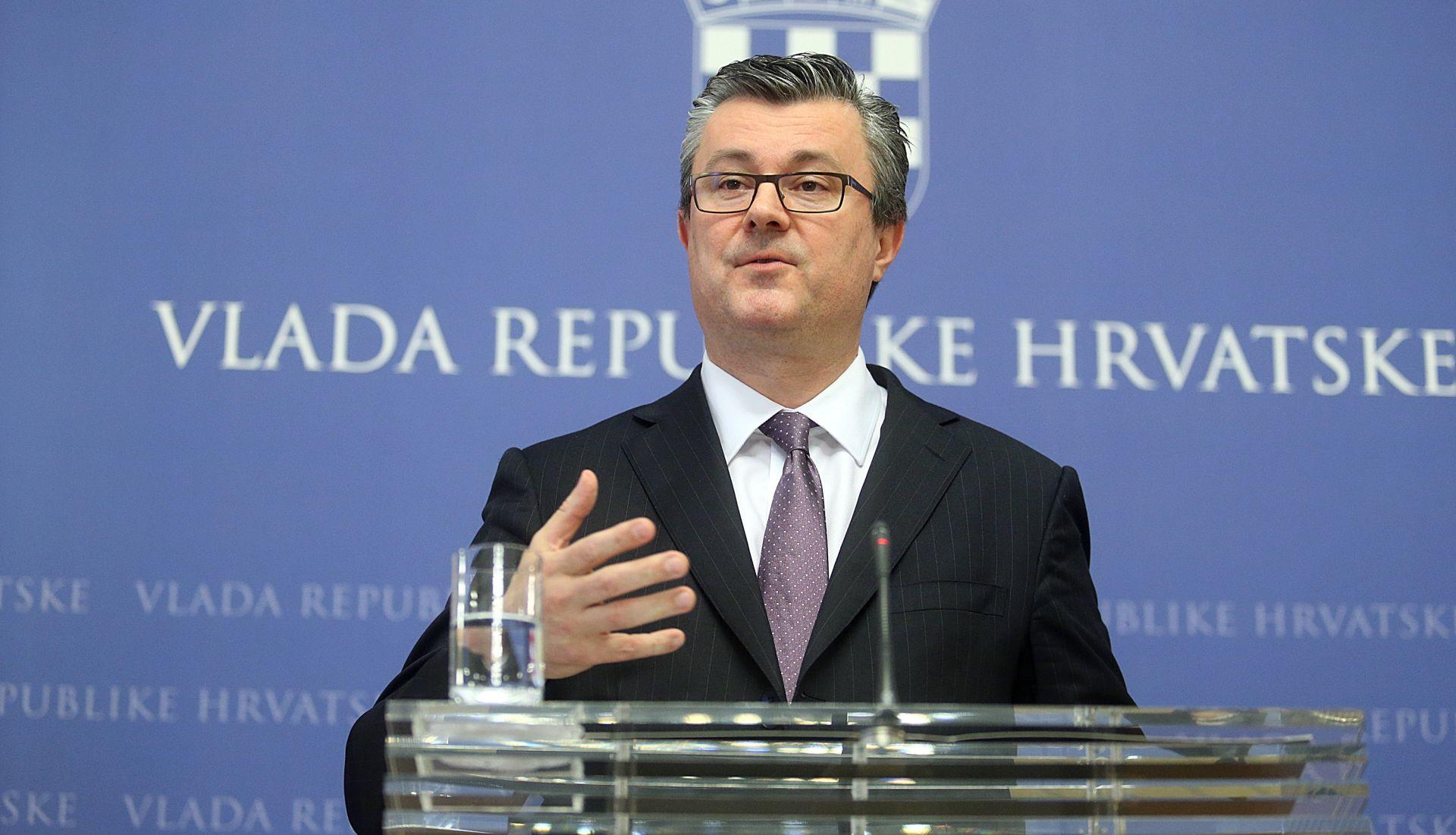 Orešković: Nadam se da će Sabor izglasati proračun; novca za povećenje plaća nema