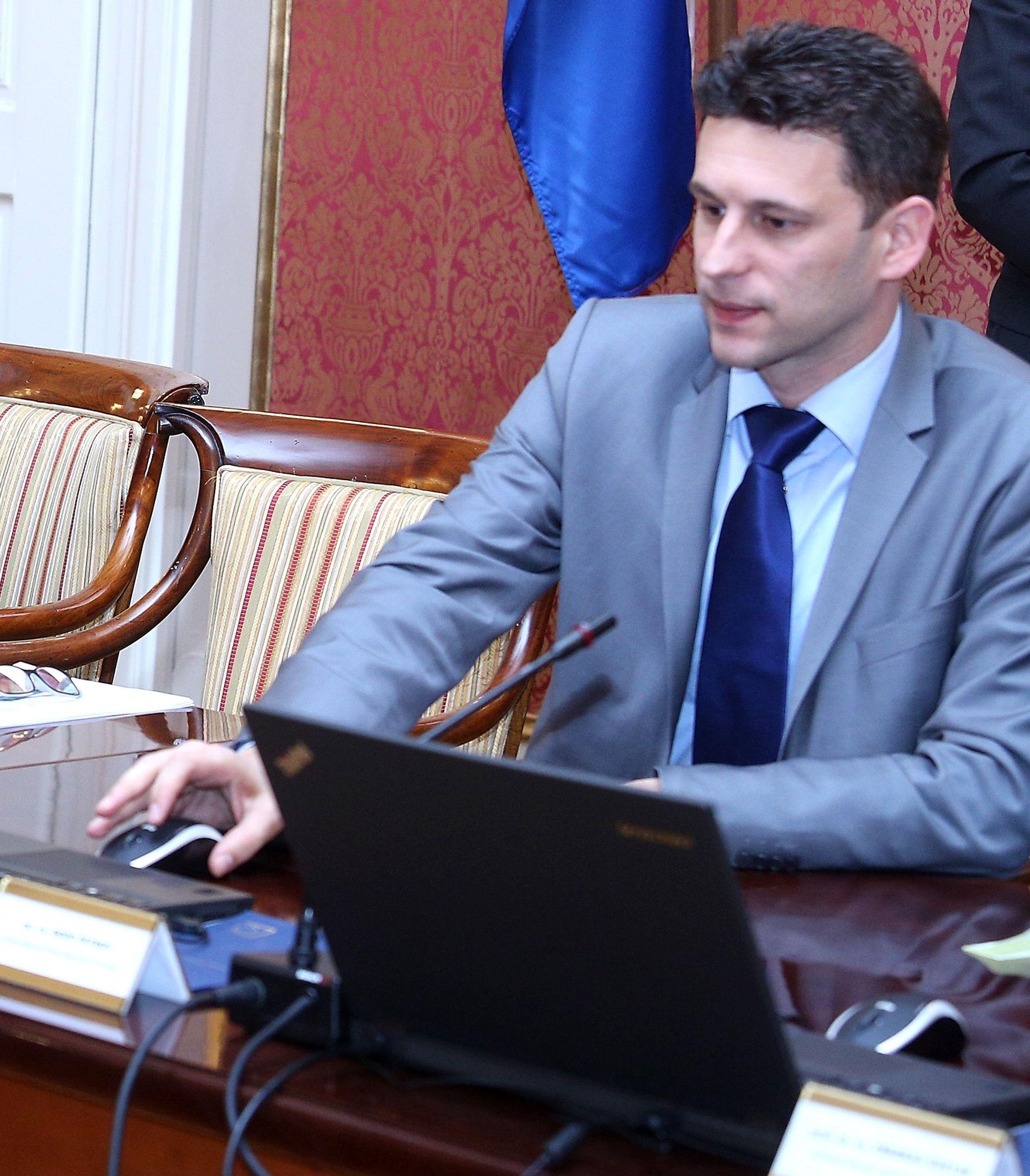 Petrov najavljuje izmjene Zakona o posebnim pravima predsjednika Republike