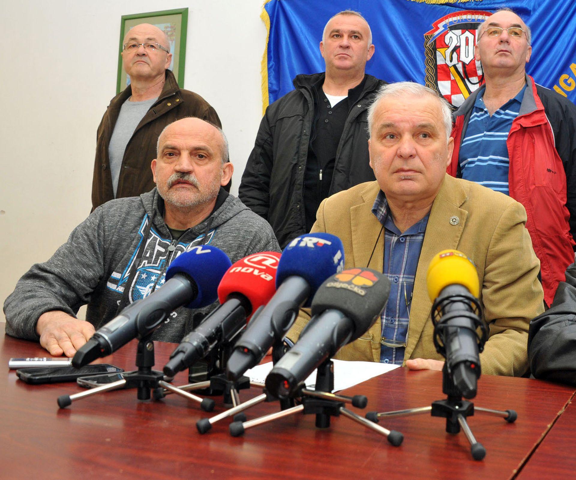 OPTUŽNICA VOJISLAVA ŠEŠELJA Danijel Rehak: 'Ne vjerujem da će Šešelj biti osuđen za zločin u Vukovaru'