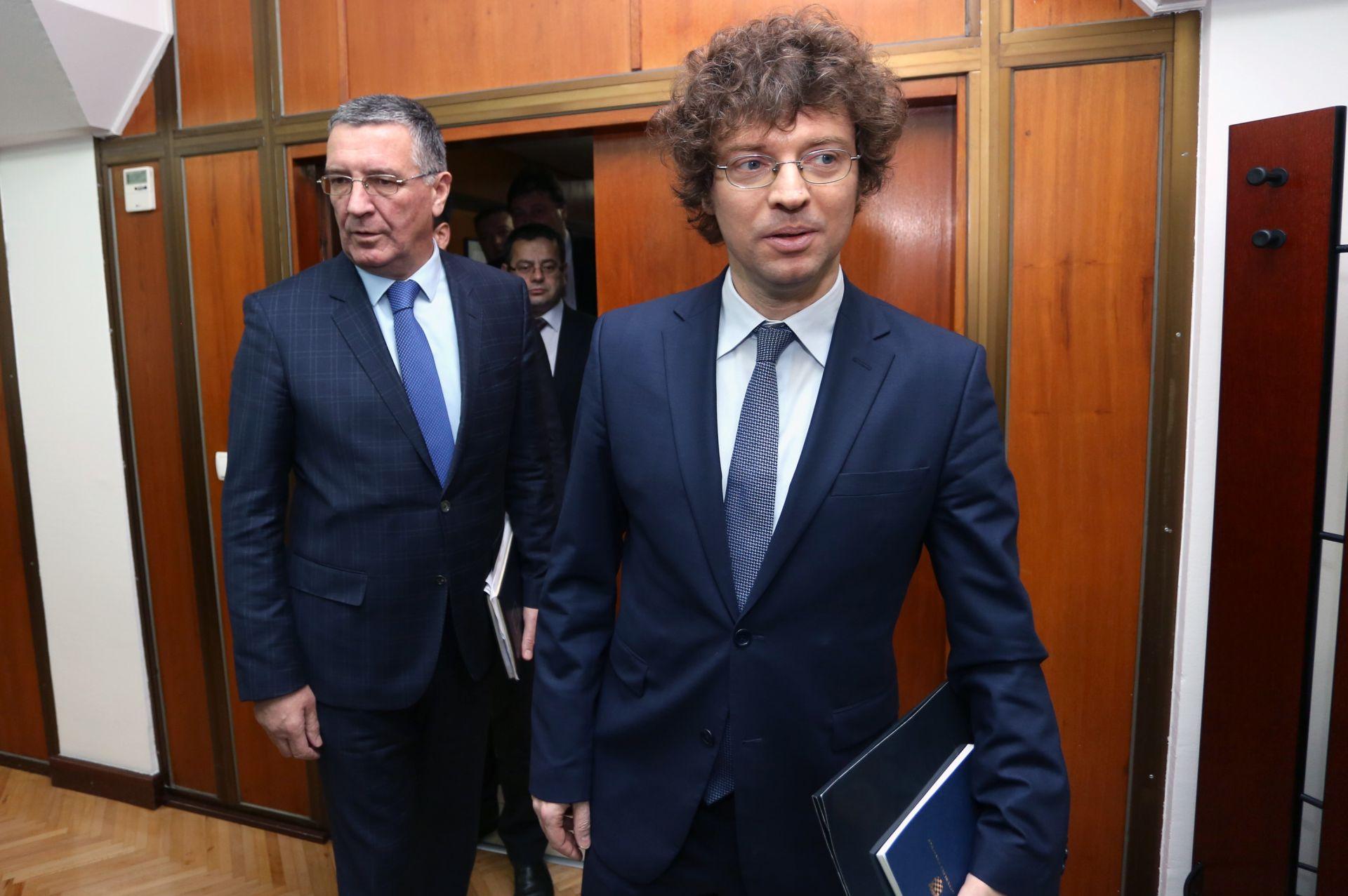 NAKON PROSVJEDA PODRŠKE: Ministar Šustar ne pomišlja na ostavku