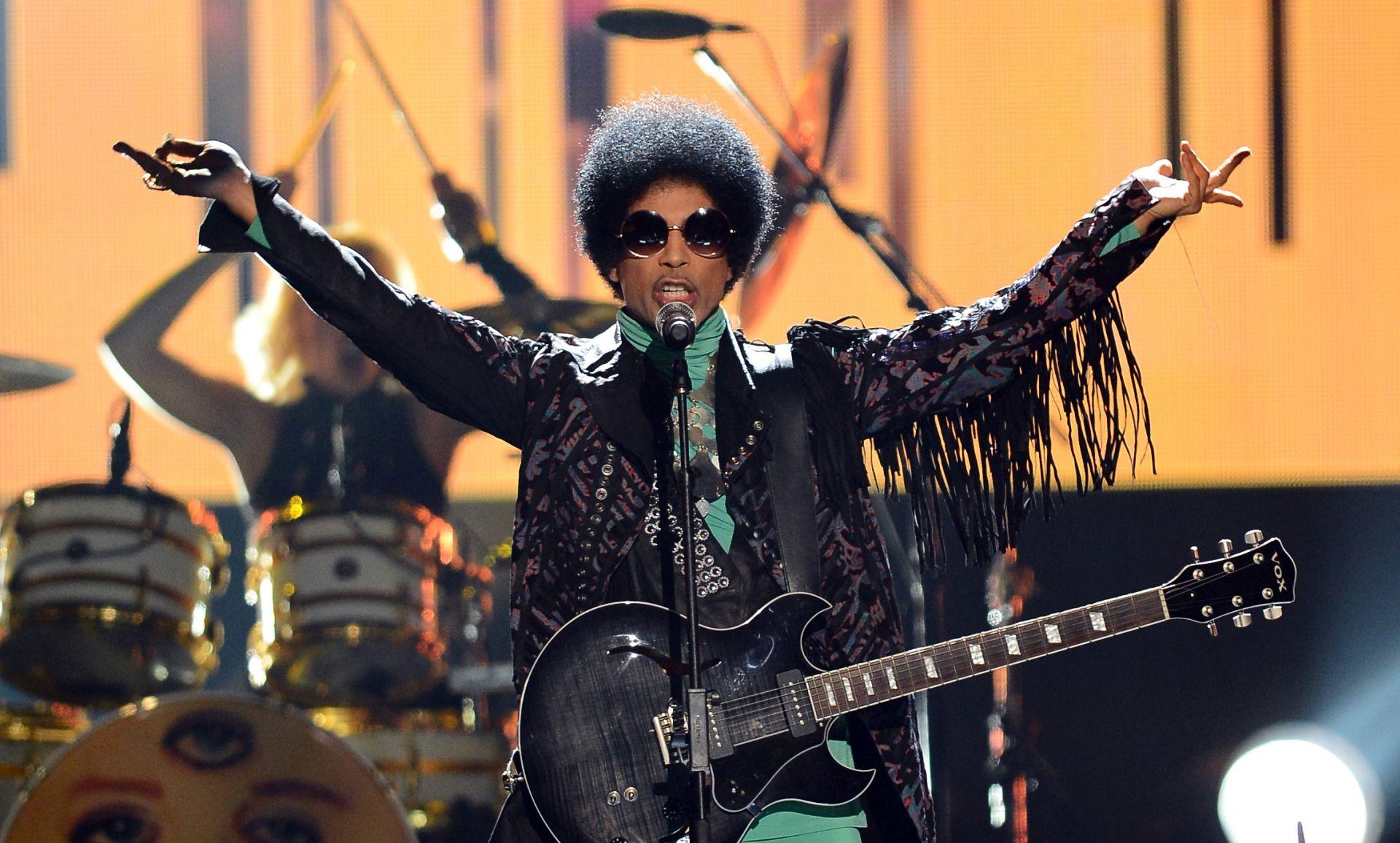 ODLAZAK JOŠ JEDNE LEGENDE Prince (57) pronađen mrtav na svom imanju