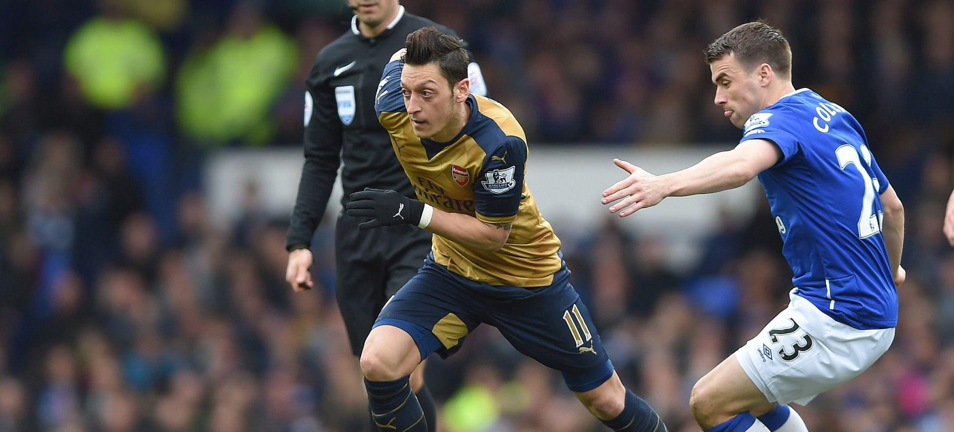 Özil produžio ugovor s Arsenalom