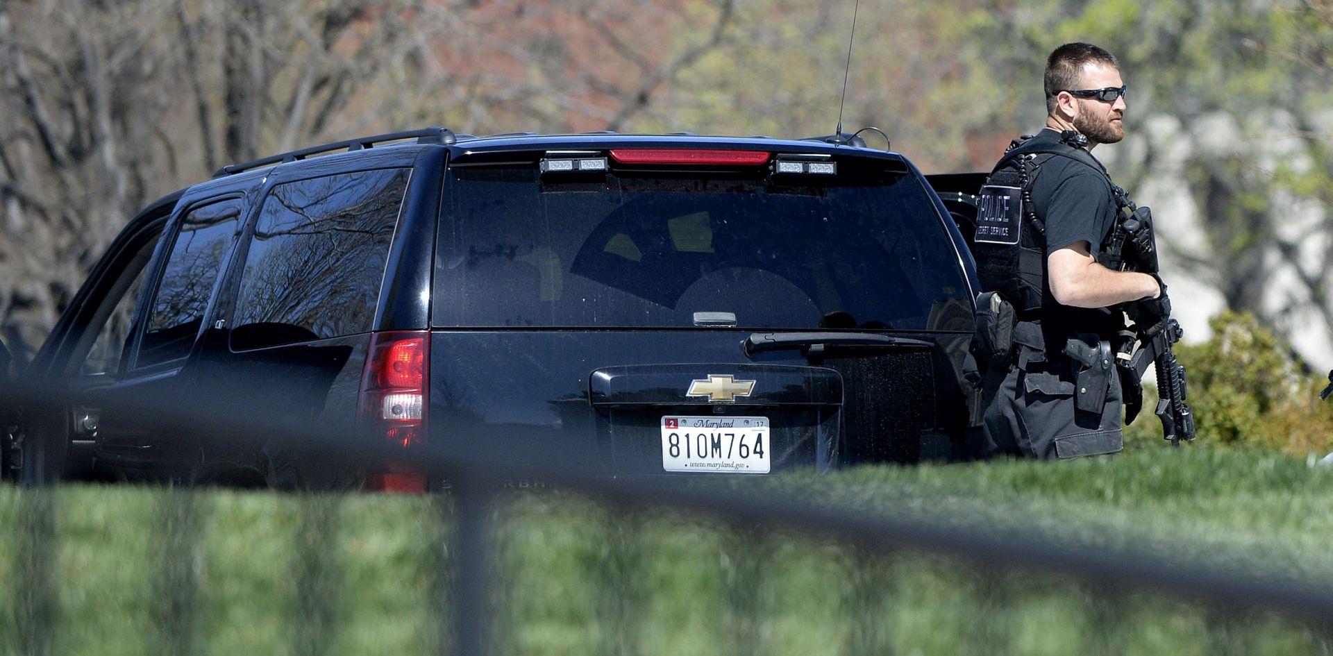 PUCNJAVA U SREDNJOJ ŠKOLI 18-godišnjak ranio dvoje učenika koji su odlazili s maturalne zabave, ubili ga policajci
