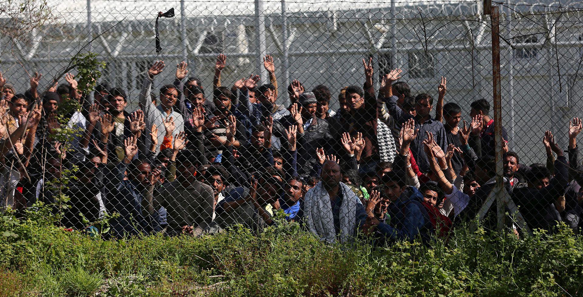 """VIDEO: Naoružani bugarski seljaci vezali migrante: """"Vratite se u Tursku!"""""""