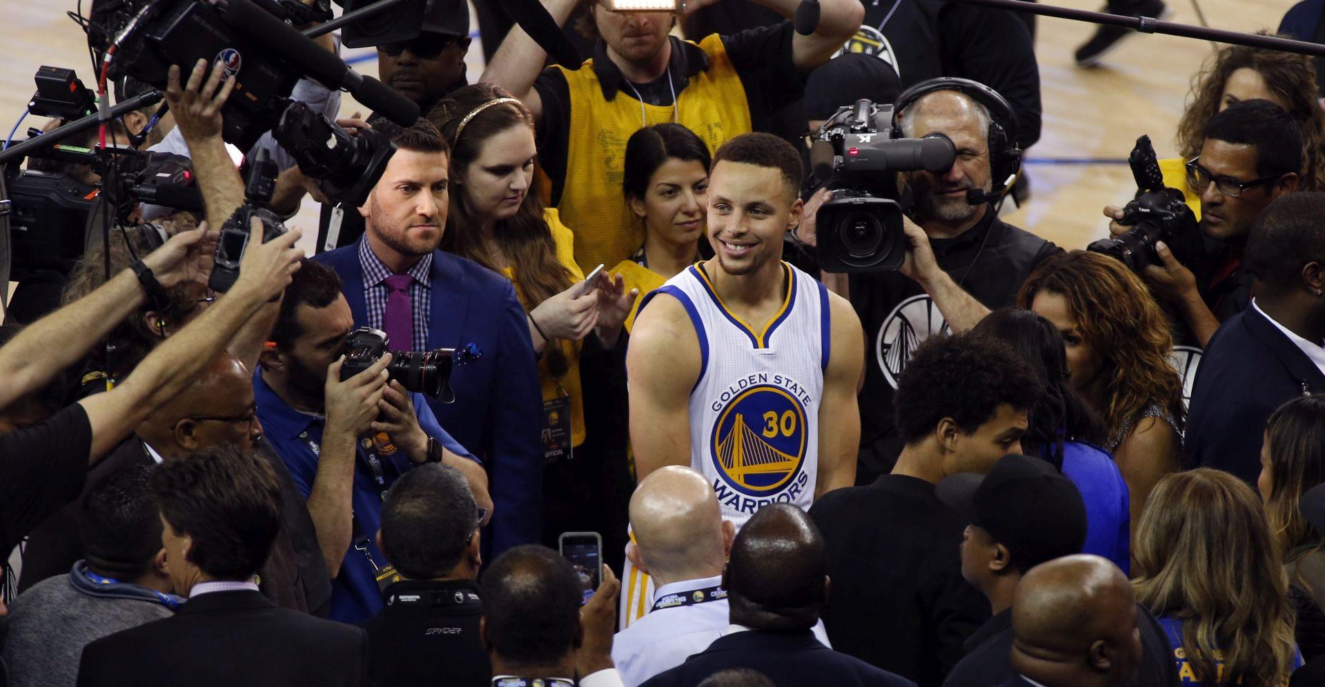 VIDEO: NOĆ ZA PAMĆENJE Warriorsi srušili rekord Bullsa, Curry prešao brojku od 400 trica