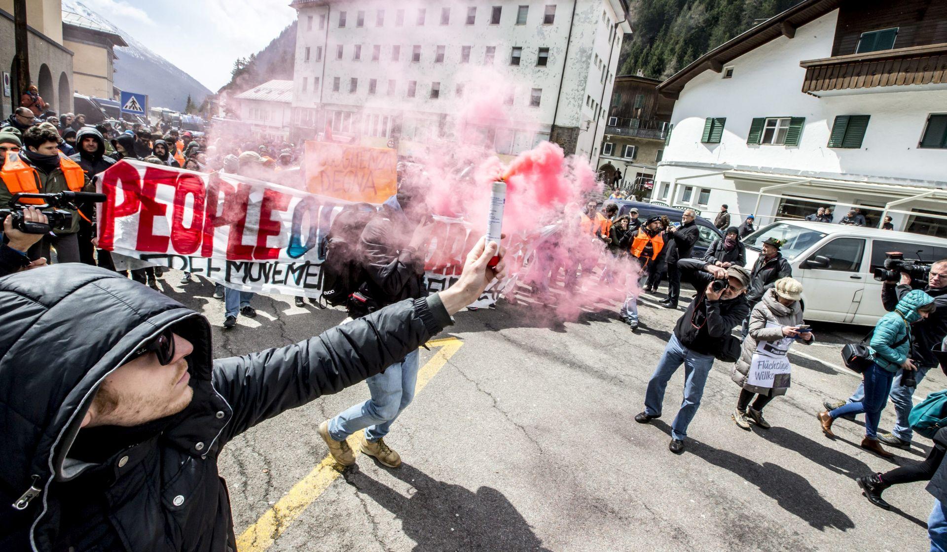 STROŽE GRANIČNE KONTROLE Prosvjednici i policija sukobili se na talijansko-austrijskoj granici