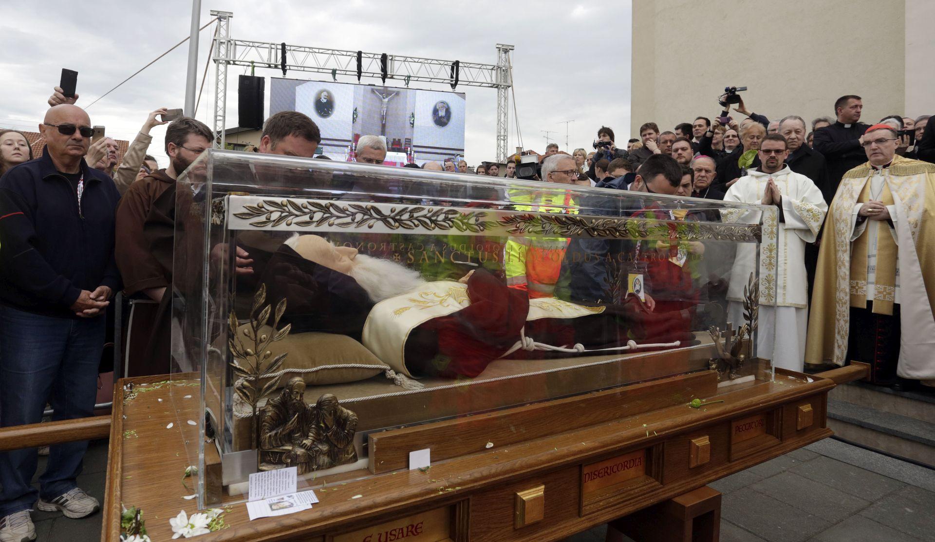 OPROŠTAJNA MOLITVA: Ispraćeno tijelo sv. Leopolda Bogdana Mandića