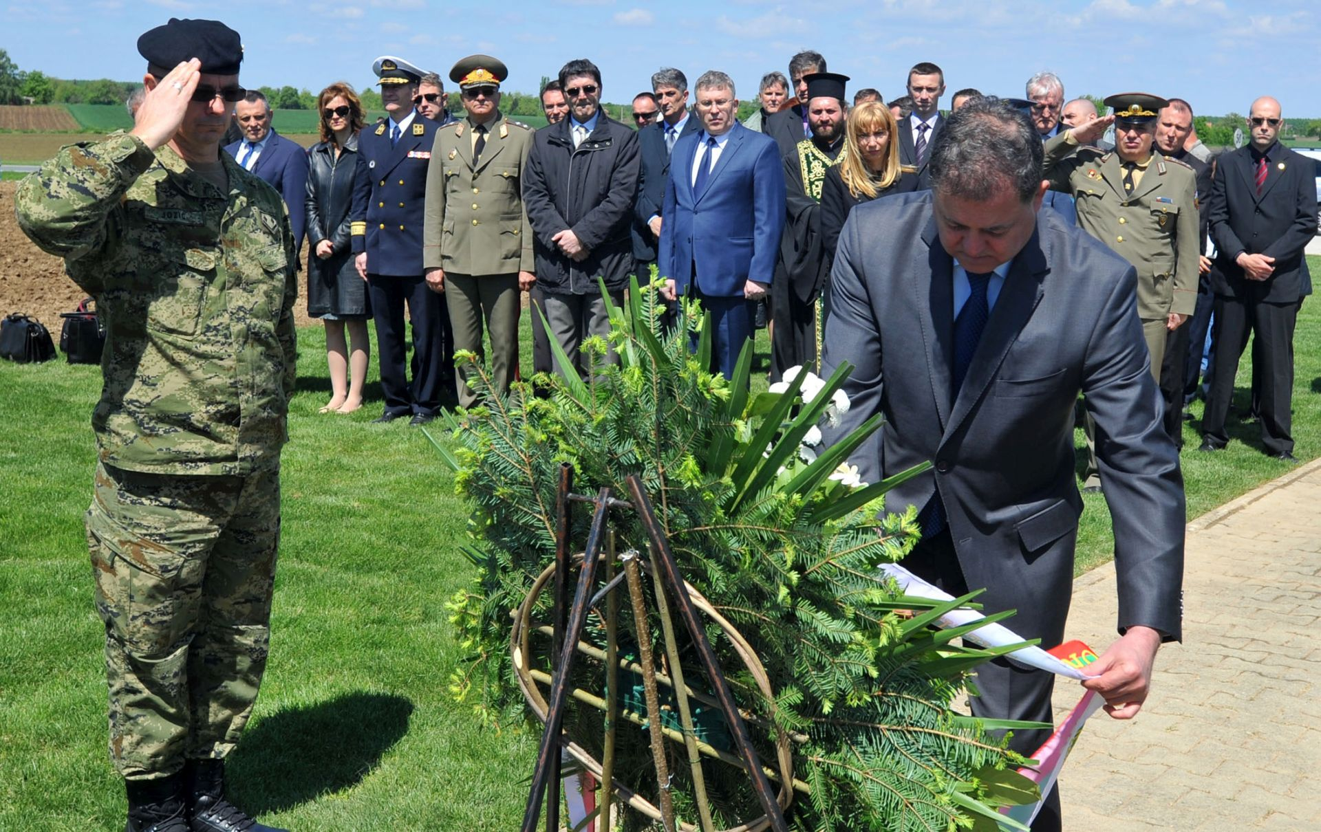 OBNOVLJENA SPOMEN-KOSTURNICA: Ministar obrane Nenchev na bugarskome vojnom groblju u Vukovaru