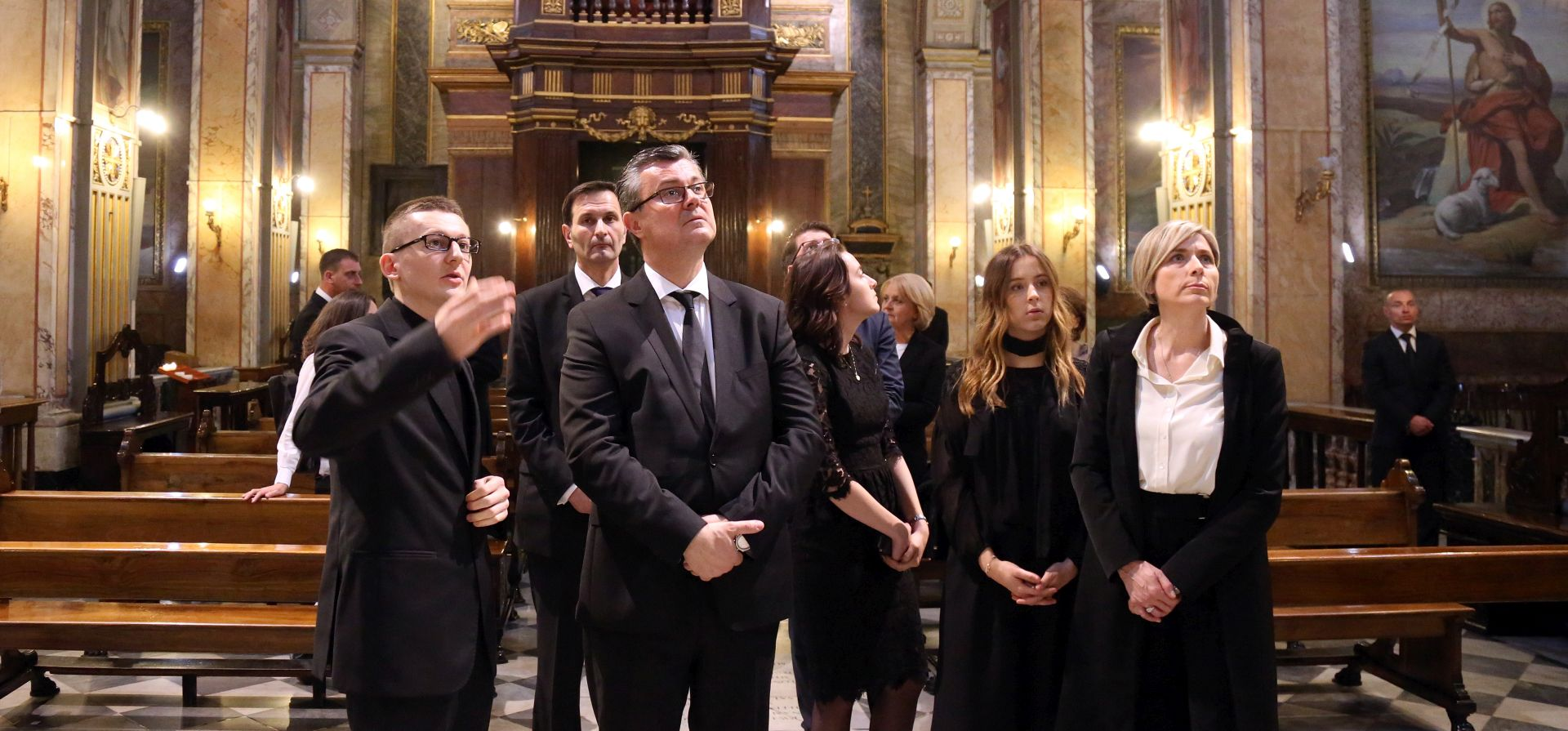 SLUŽBENI POSJET VATIKANU: Premijer Orešković posjetio Zavod sv. Jeronima