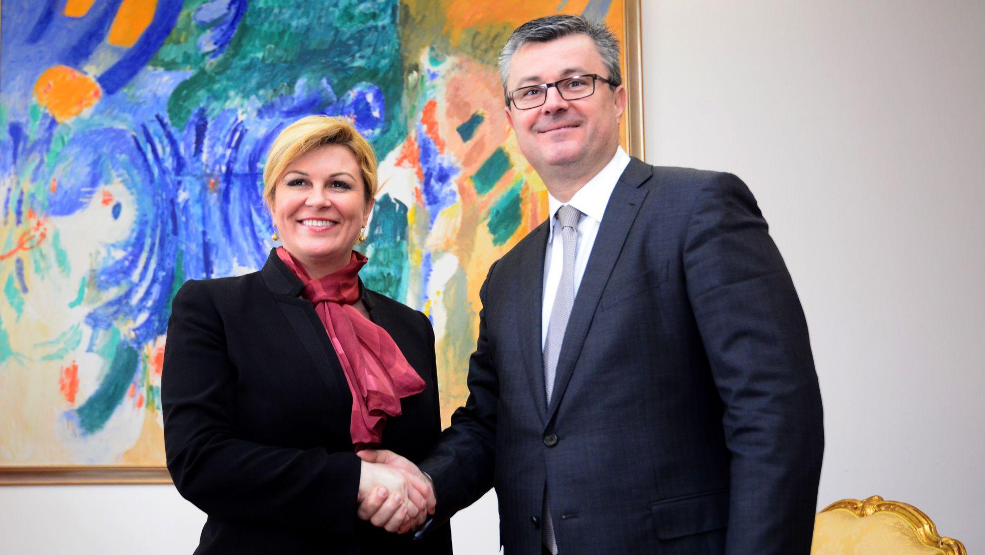 NOVI CROBAROMETAR Grabar Kitarović i Orešković najpopularniji hrvatski političari