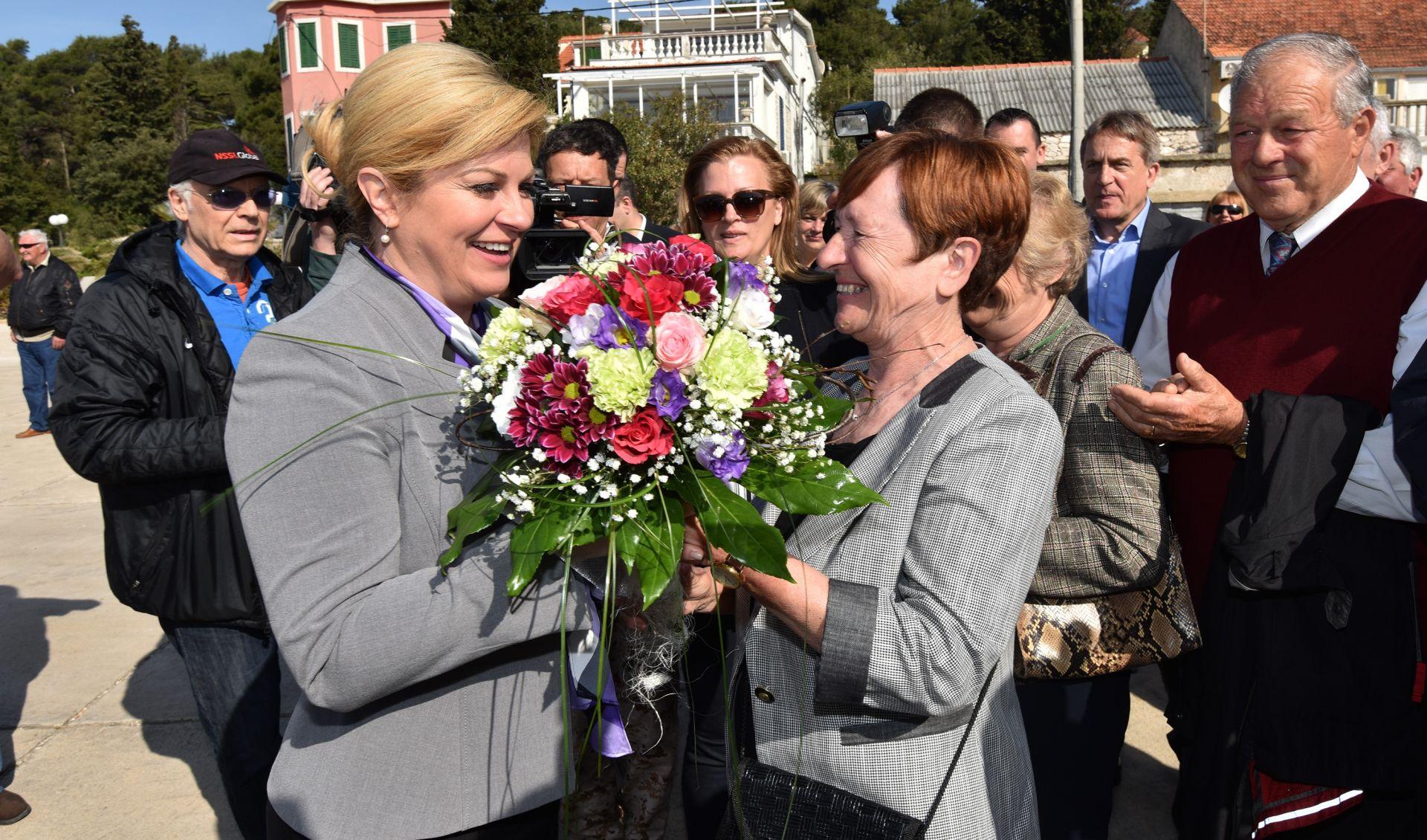 Predsjednica Grabar-Kitarović na otoku Molatu