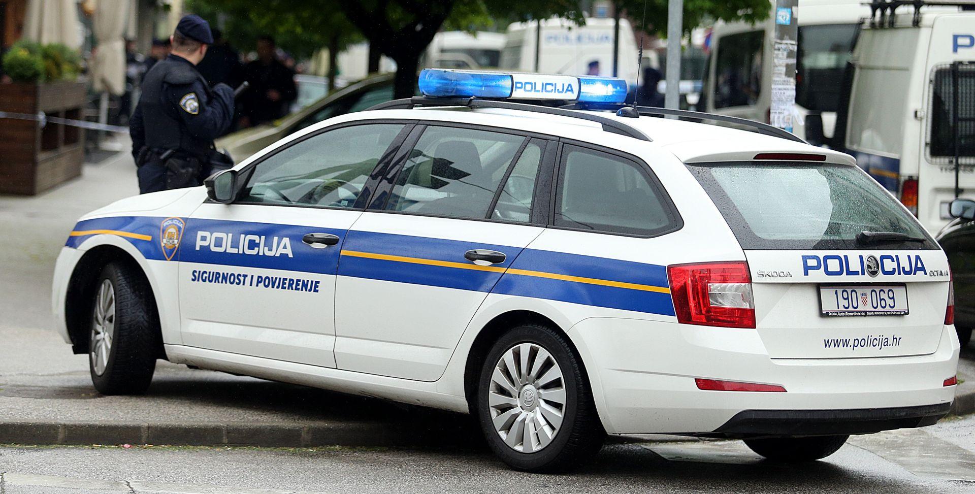 NESREĆA KOD BAKRA Vozilo austrijskih registracija sletjelo s kolnika, poginula jedna osoba