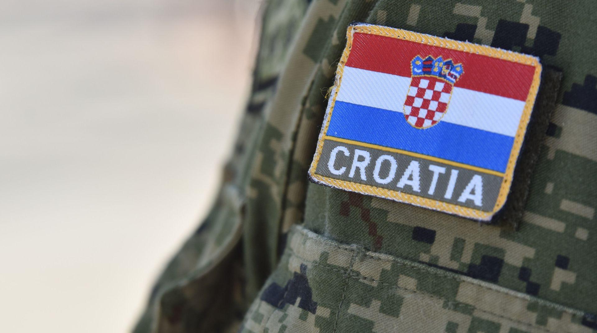 ANKETA EDUCENTRA: 51 posto ispitanih za uvođenje obveznog vojnog roka