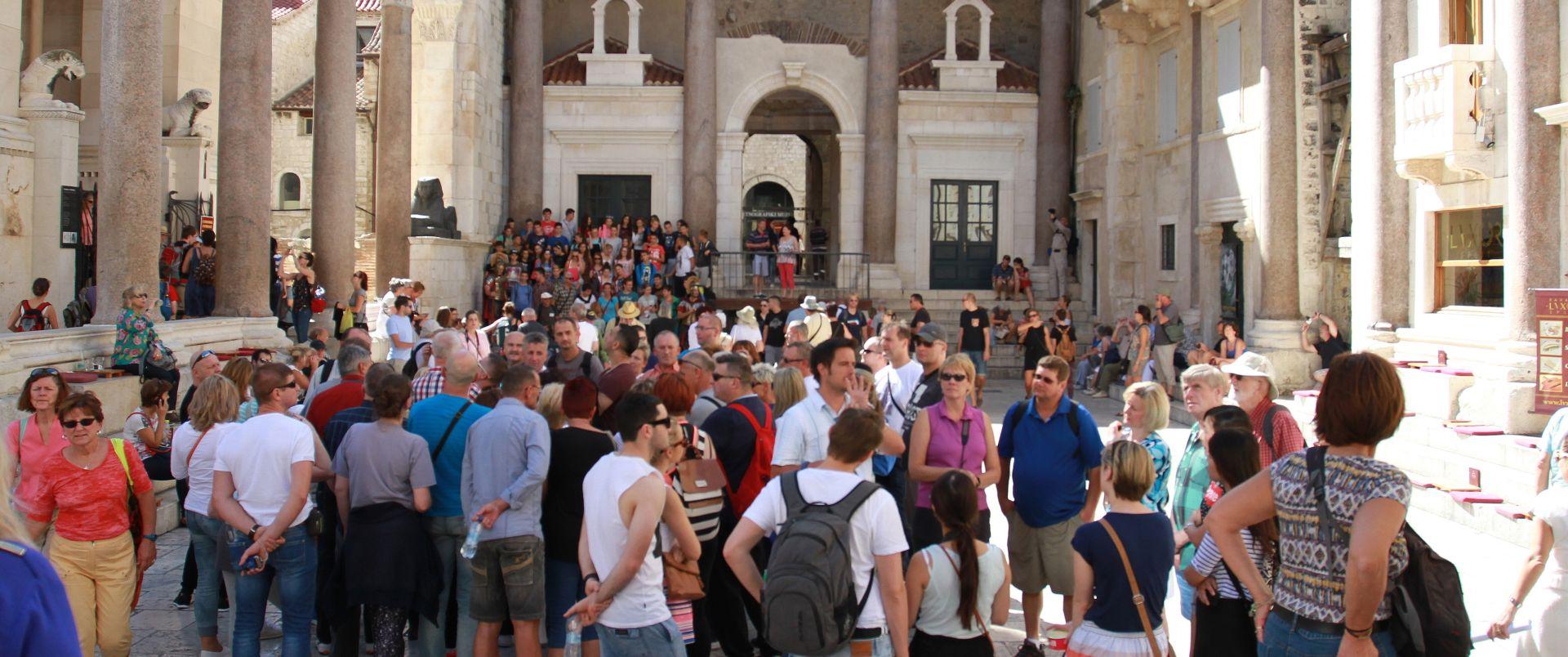 KLIMAN ZADOVOLJAN U 2015. rekordan višak tekućeg računa platne bilance; prihodi od turizma gotovo 8 mlrd. eura
