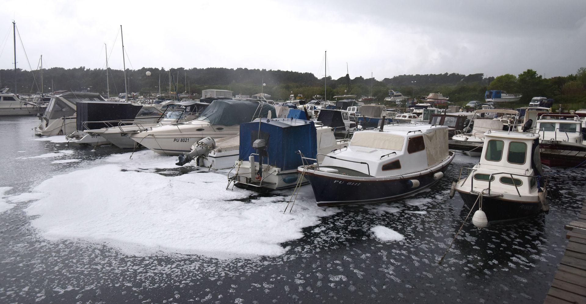 Pula: Četiri plovila izgorjela u požaru, nema ozlijeđenih
