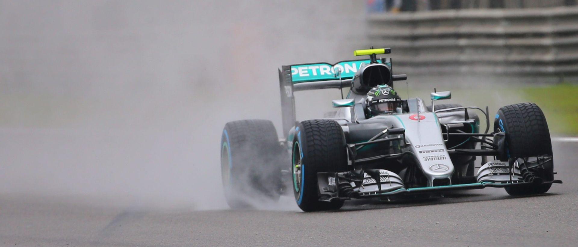 UTRKA ZA VN KINE: Rosberg starta prvi, Hamilton zadnji