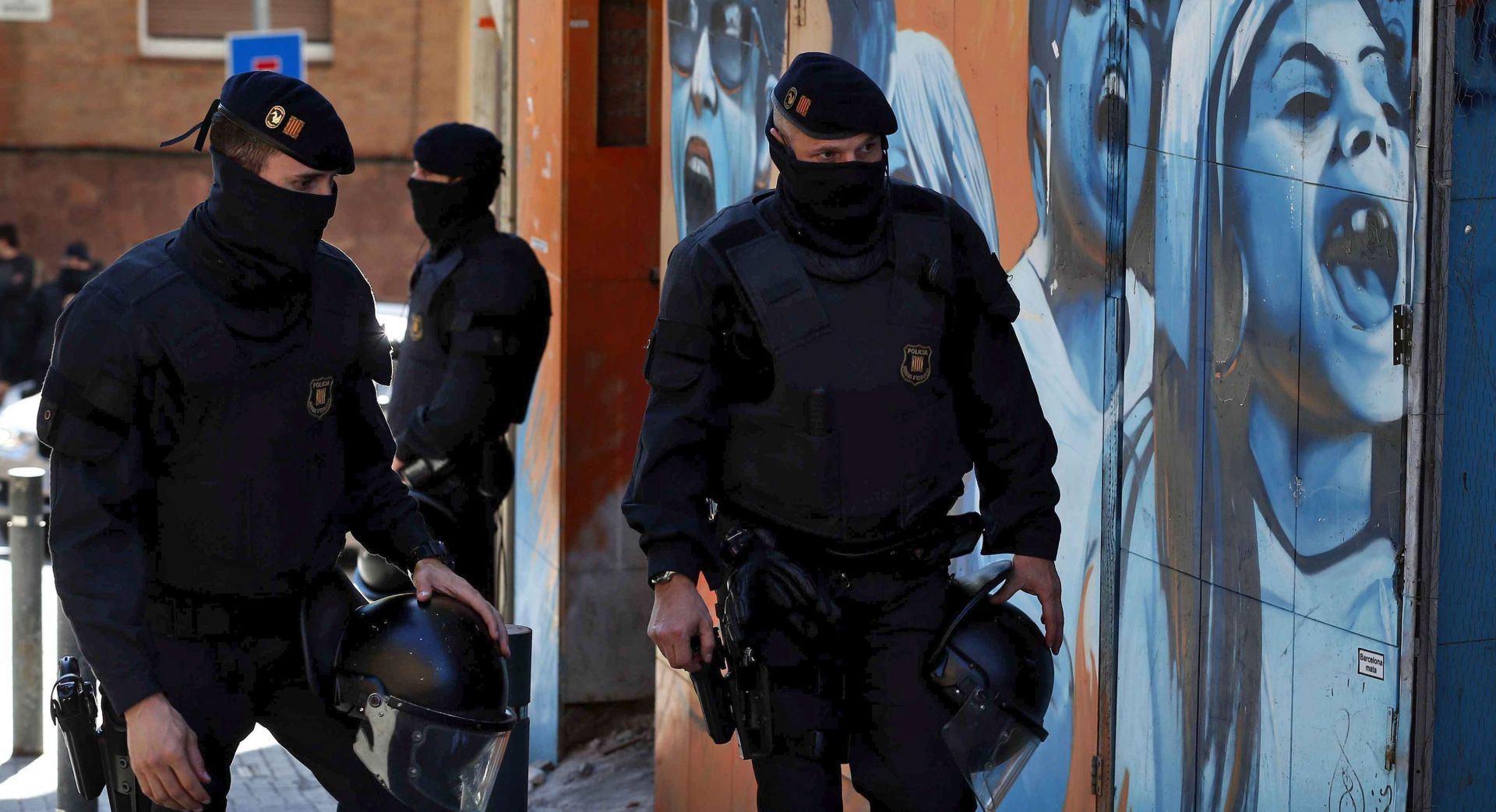 Španjolska vlada povlači tisuće policajaca iz Katalonije