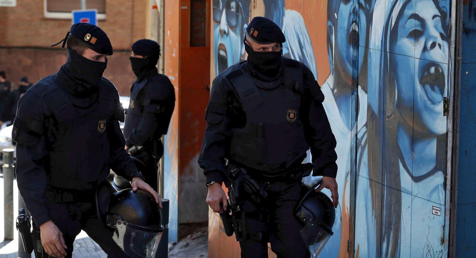JURIO PREMA CENTRU BARCELONE Policija otvorila vatru na kamion pun plinskih boca