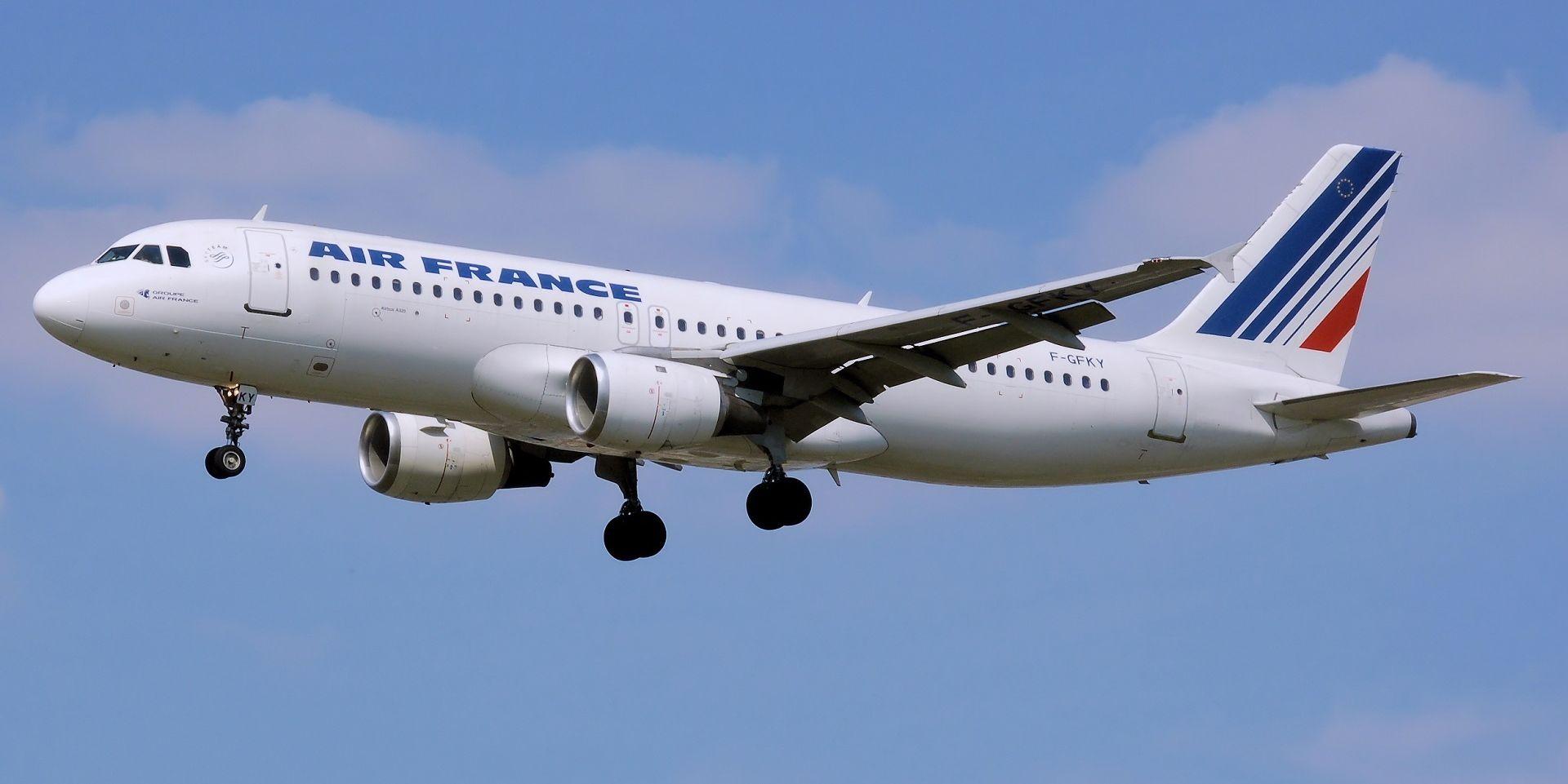 Air France dopušta članicama posade da ne lete u Teheran zbog obveze nošenja marame