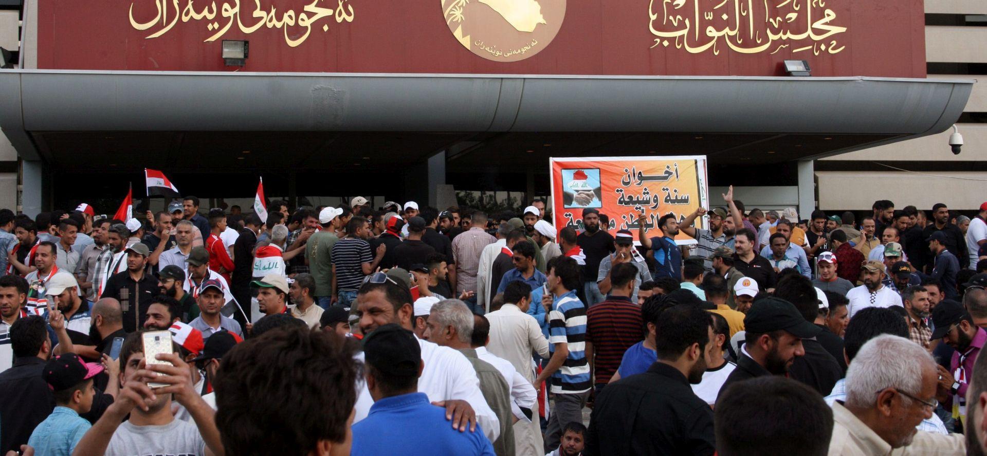 POBUNA U BAGDADU: Policija pucala u zrak i bacila suzavac na prosvjednike u Zelenoj zoni