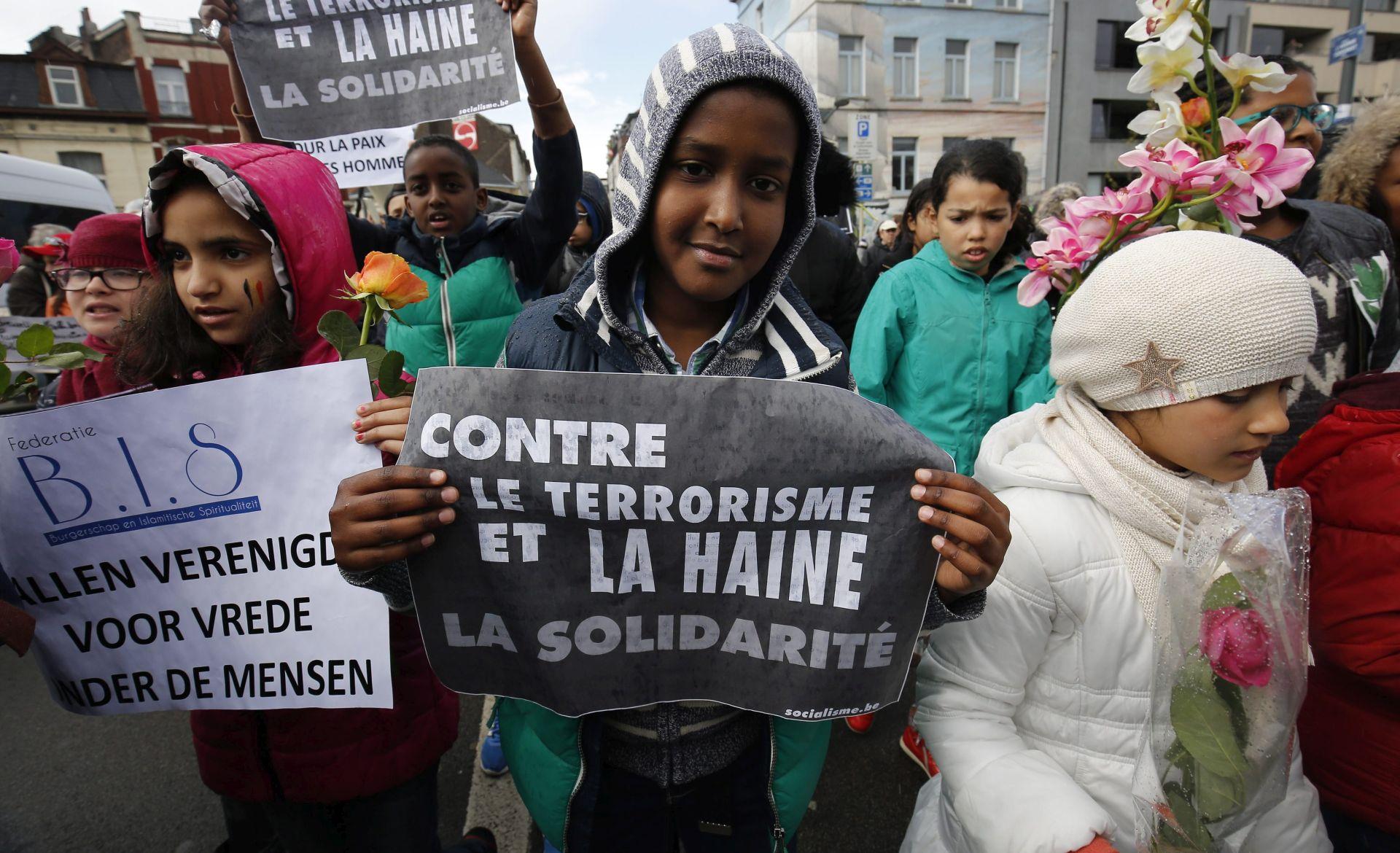 MIMOHOD U BRUXELLESU: Tisuće ljudi na ulicama odali počast žrtavama terorističkih napada