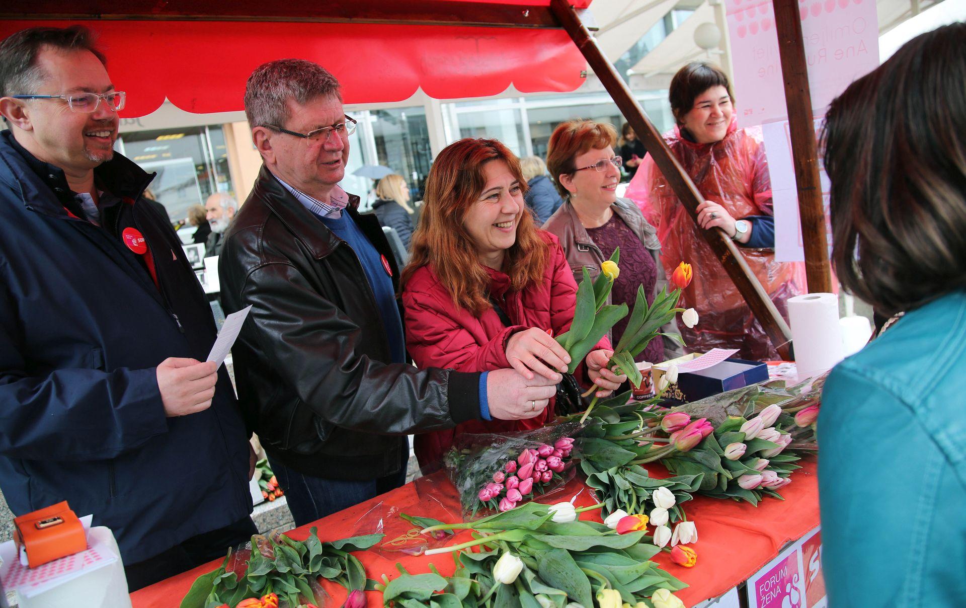 """Zagreb: Humanitarna akcija """"Omiljeni cvijet Ane Rukavine"""""""