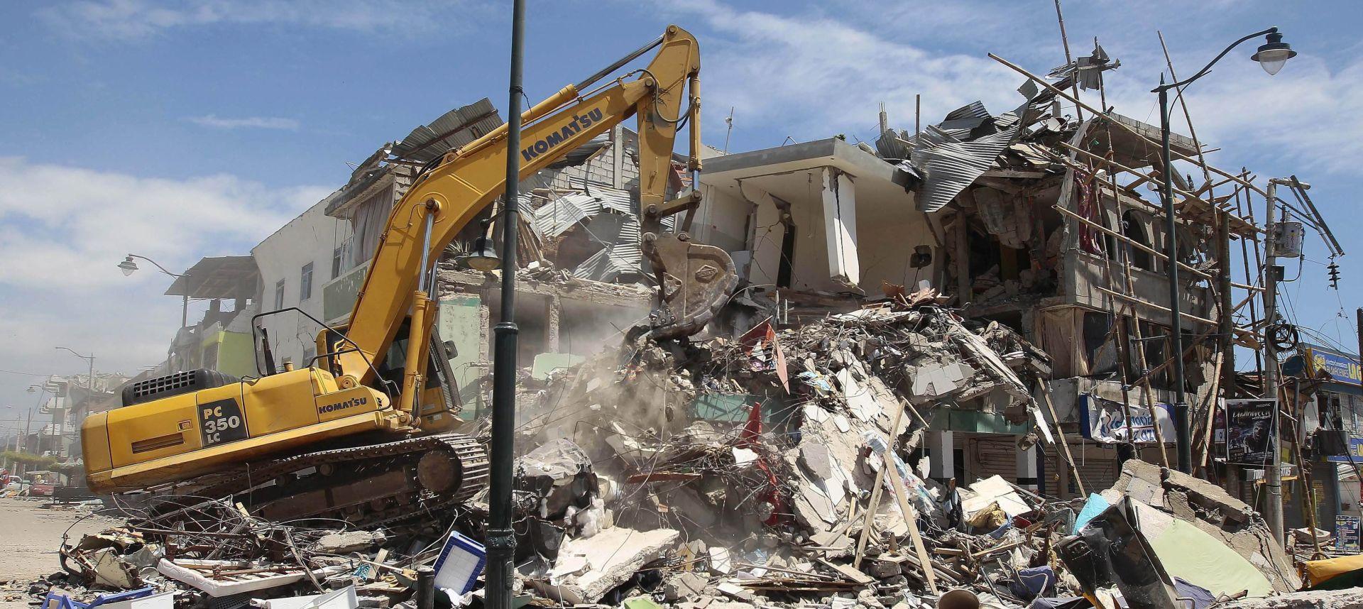 UŽAS U EKVADORU: Spasioci tragaju za preživjelima, najmanje 272 mrtvih u potresu