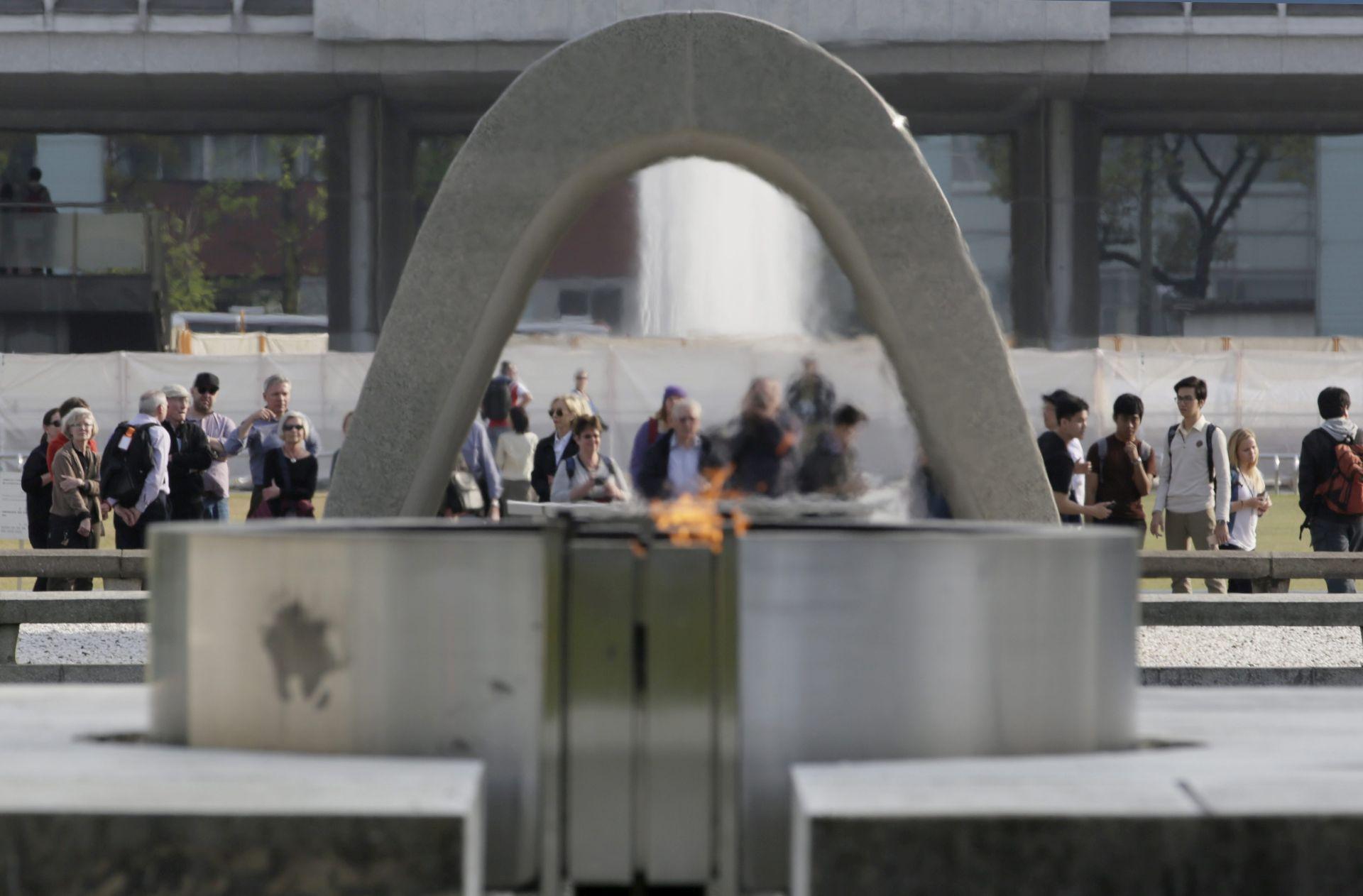 """""""SVIJET BEZ NUKLEARNOG ORUŽJA"""": John Kerry stigao u povijesni posjet Hirošimi"""