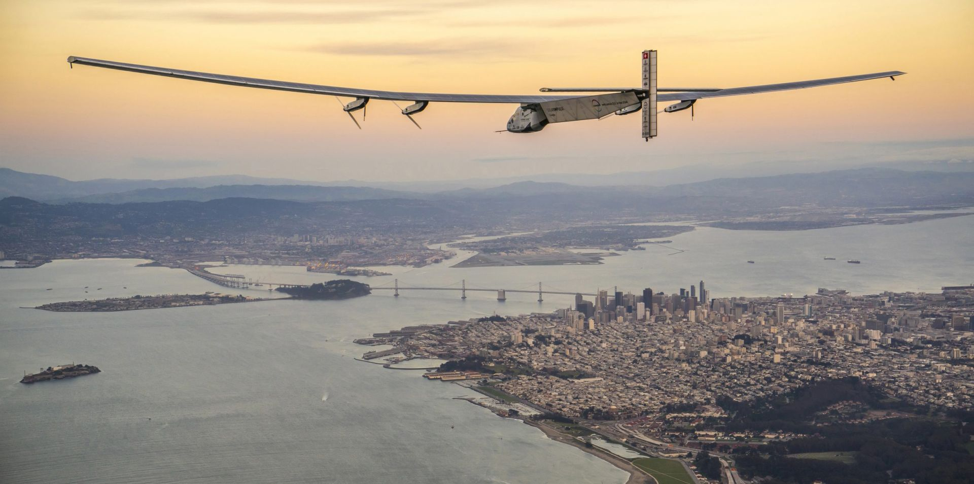 """SOLAR IMPULSE 2"": Zrakoplov koji leti na sunčevu energiju sletio u Kaliforniju"