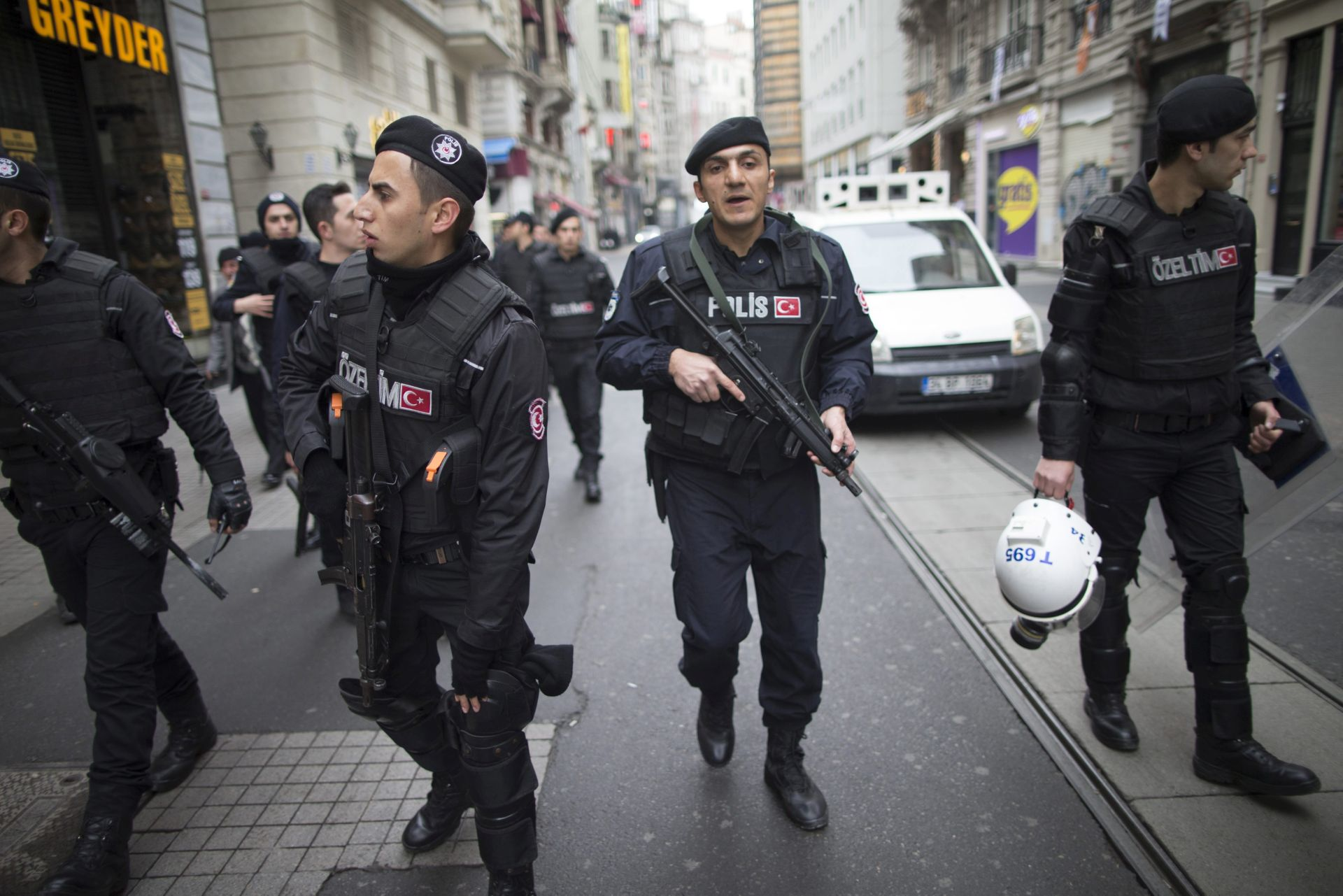 UPORABA SILE: Turska policija rastjerala prosvjednike pred zgradom parlamenta