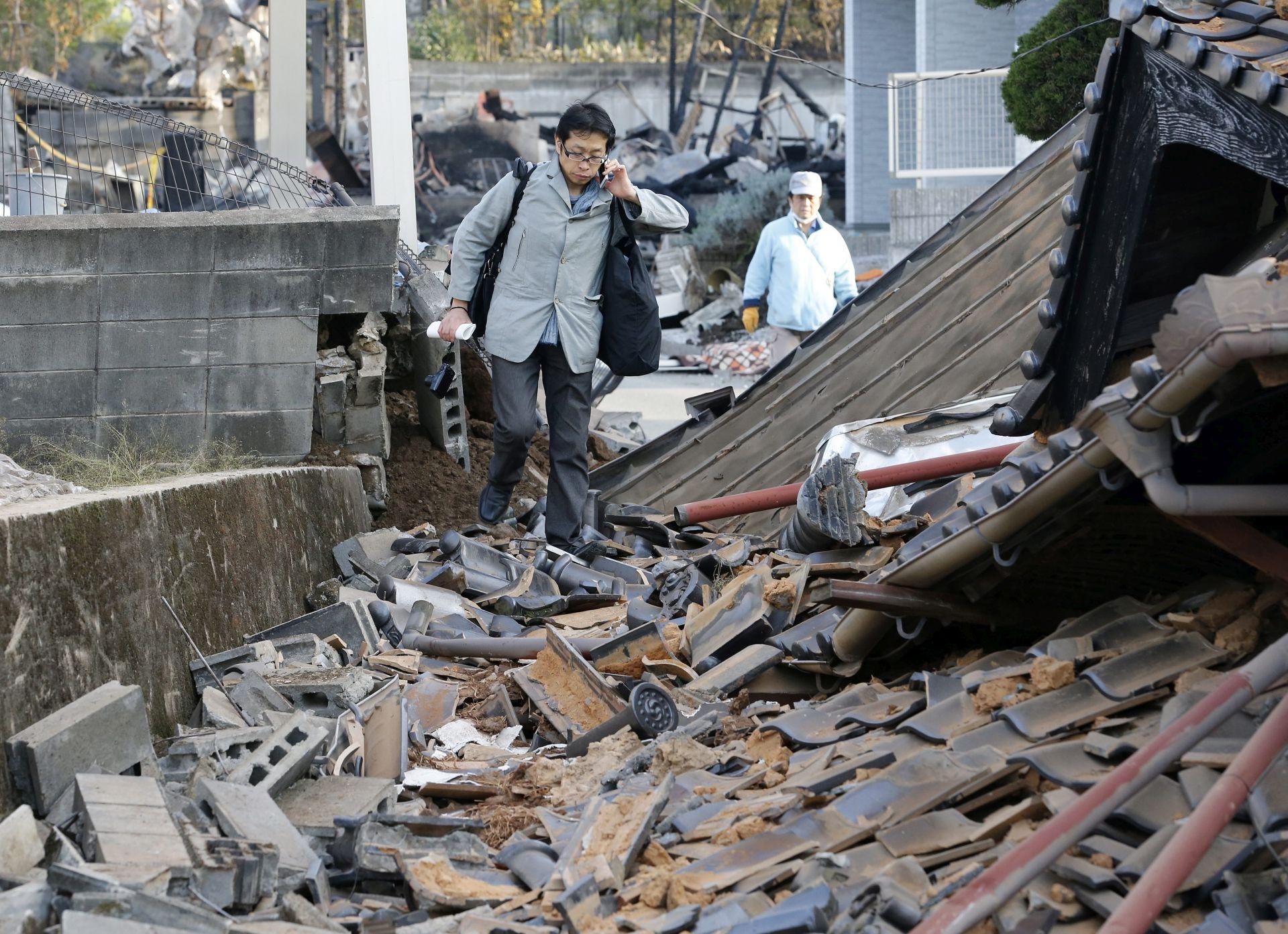 STUPANJ OPASNOSTI: Potres u Japanu izazvao i manju erupciju vulkana