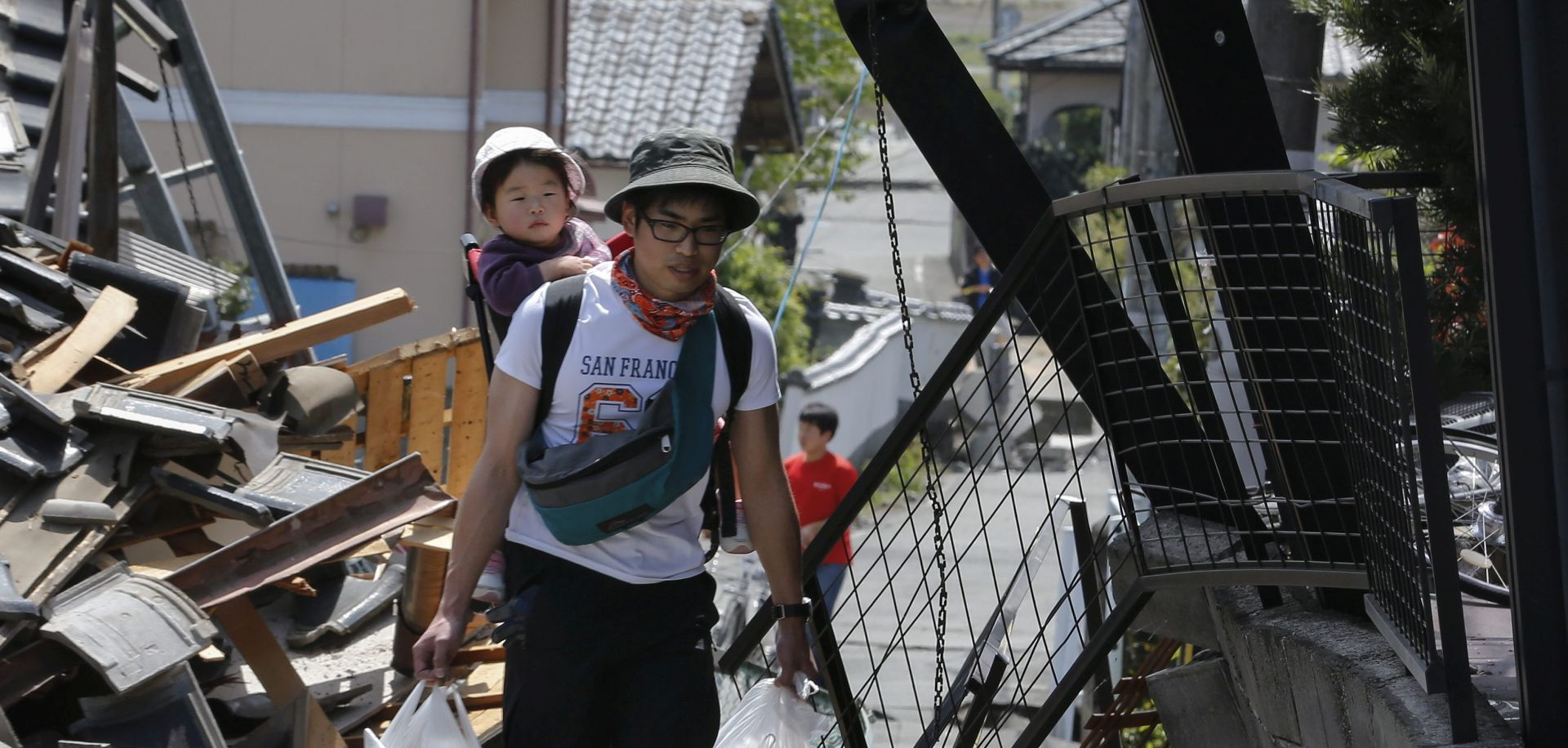 NIZ POTRESA U JAPANU: Deset poginulih i više stotina ranjenih, prijeti urušavanje zgrada
