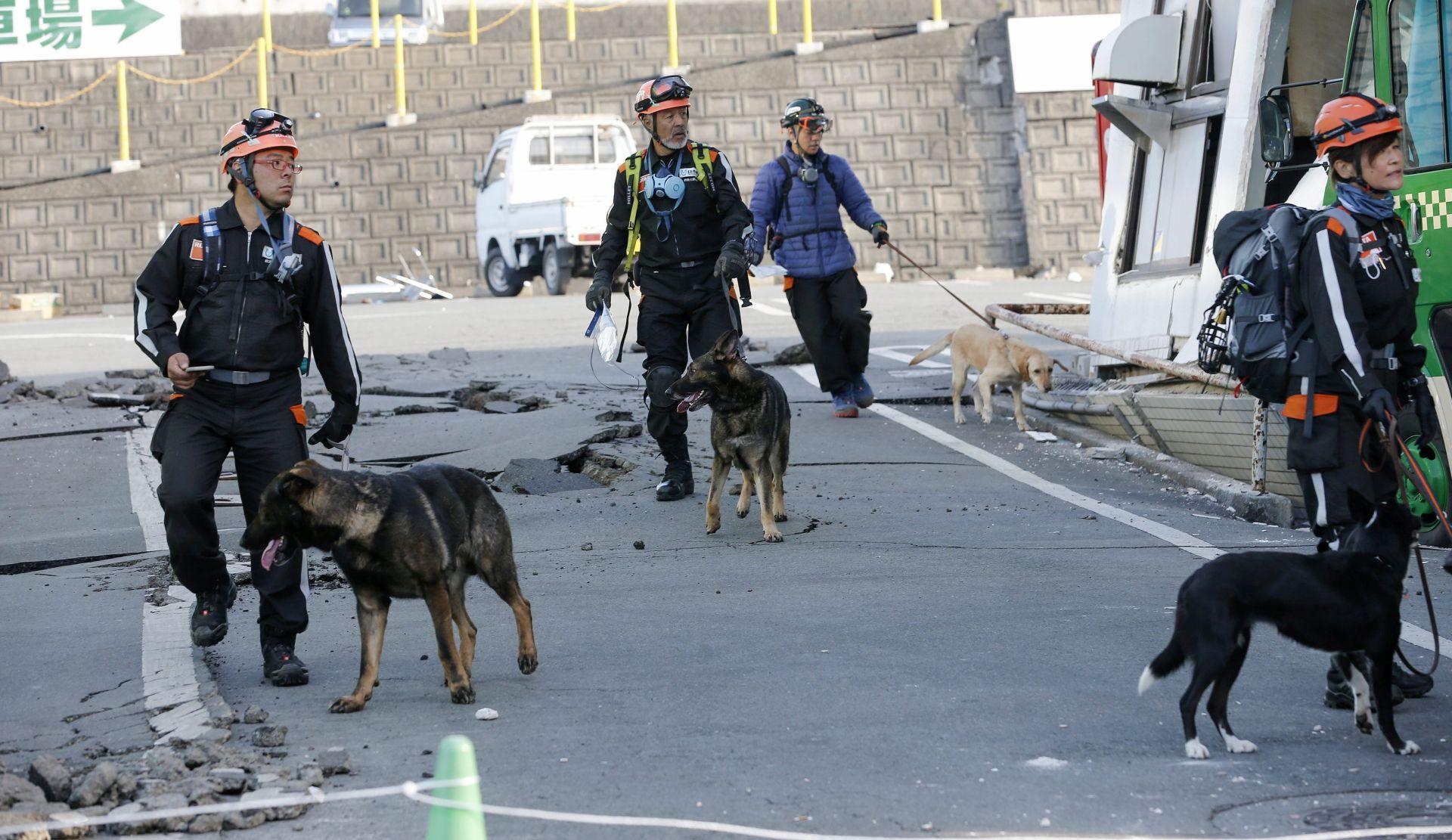 POTRESI U JAPANU: Broj žrtava se popeo na 18, stotine ozlijeđenih, erumpirao i vulkan