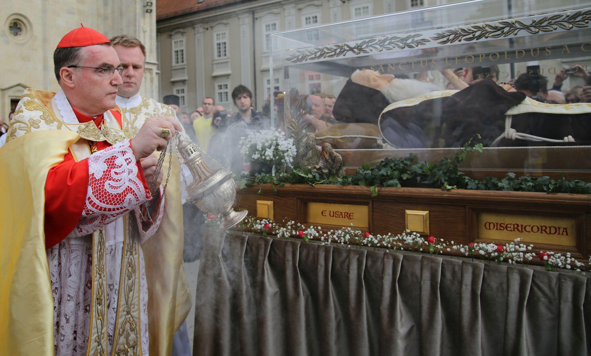 ZAGREBAČKA KATEDRALA: Dočekano tijelo sv. Leopolda Bogdana Mandića