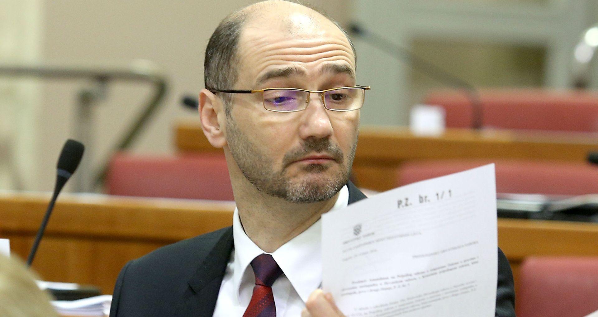 """KLISOVIĆ """"Bernardić nema kapaciteta stranku izvući iz ponora"""""""