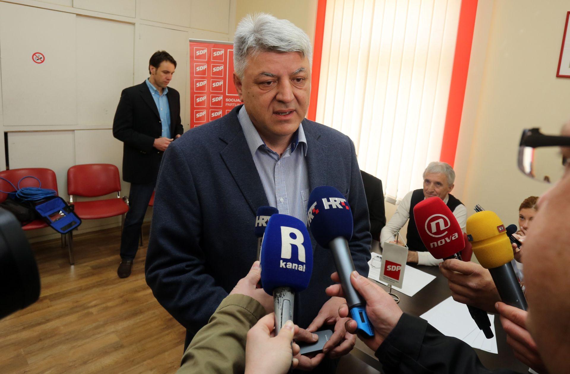 PRIGOVORI NA PROVOĐENJE IZBORA U SDP-u: U nekim kutijama pronađeni glasački listići i prije otvaranja birališta