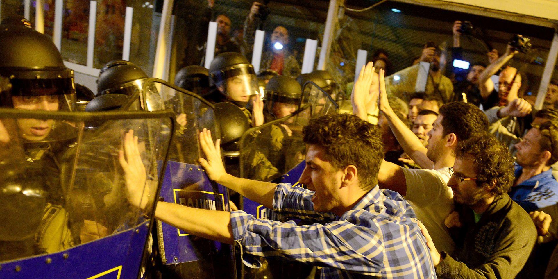 NAPETOST NA MAKEDONSKOJ GRANICI: Prosvjednici pokušali probiti policijske kordone