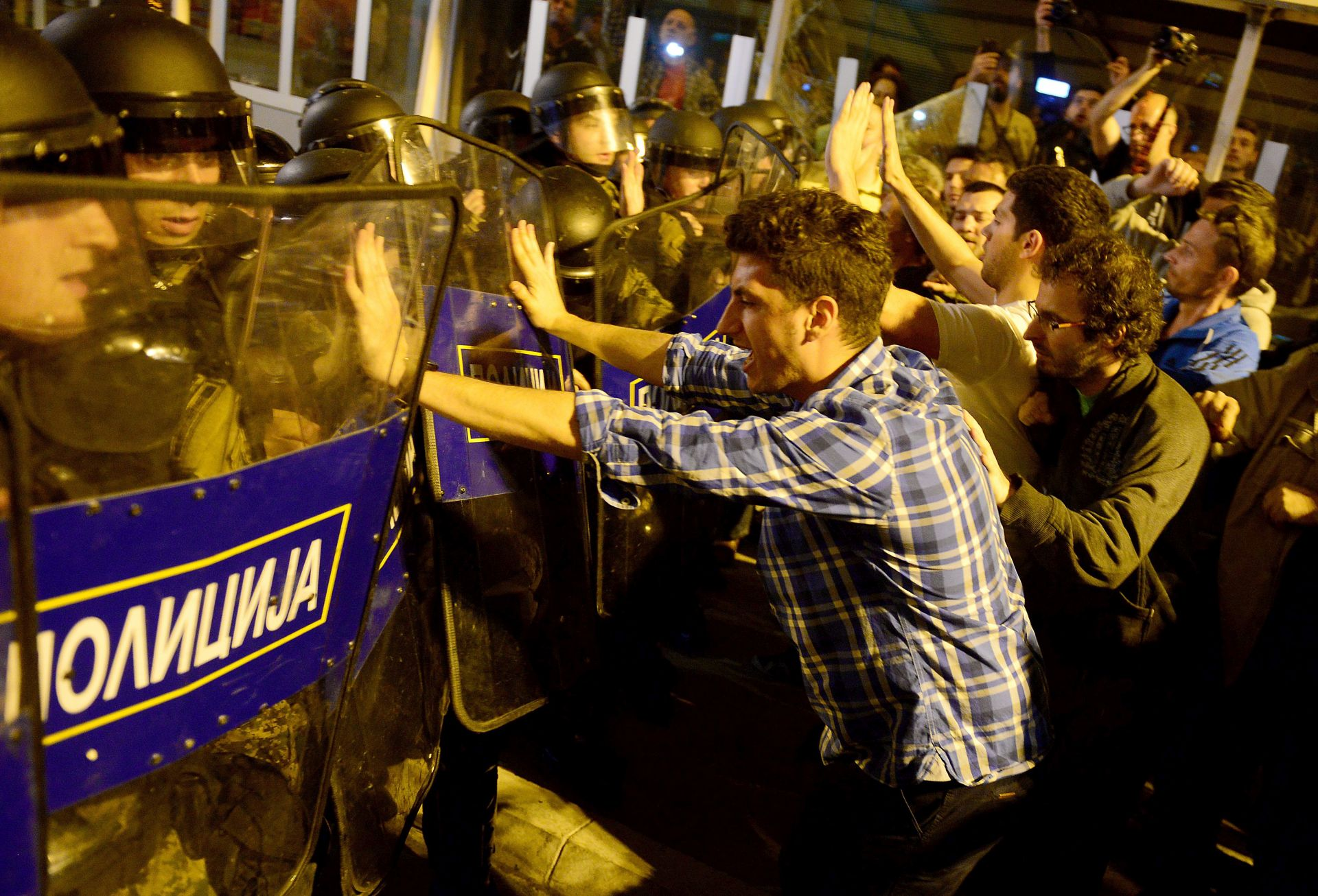IZBJEGLICE: Više desetaka migranata uspjelo ući u Makedoniju