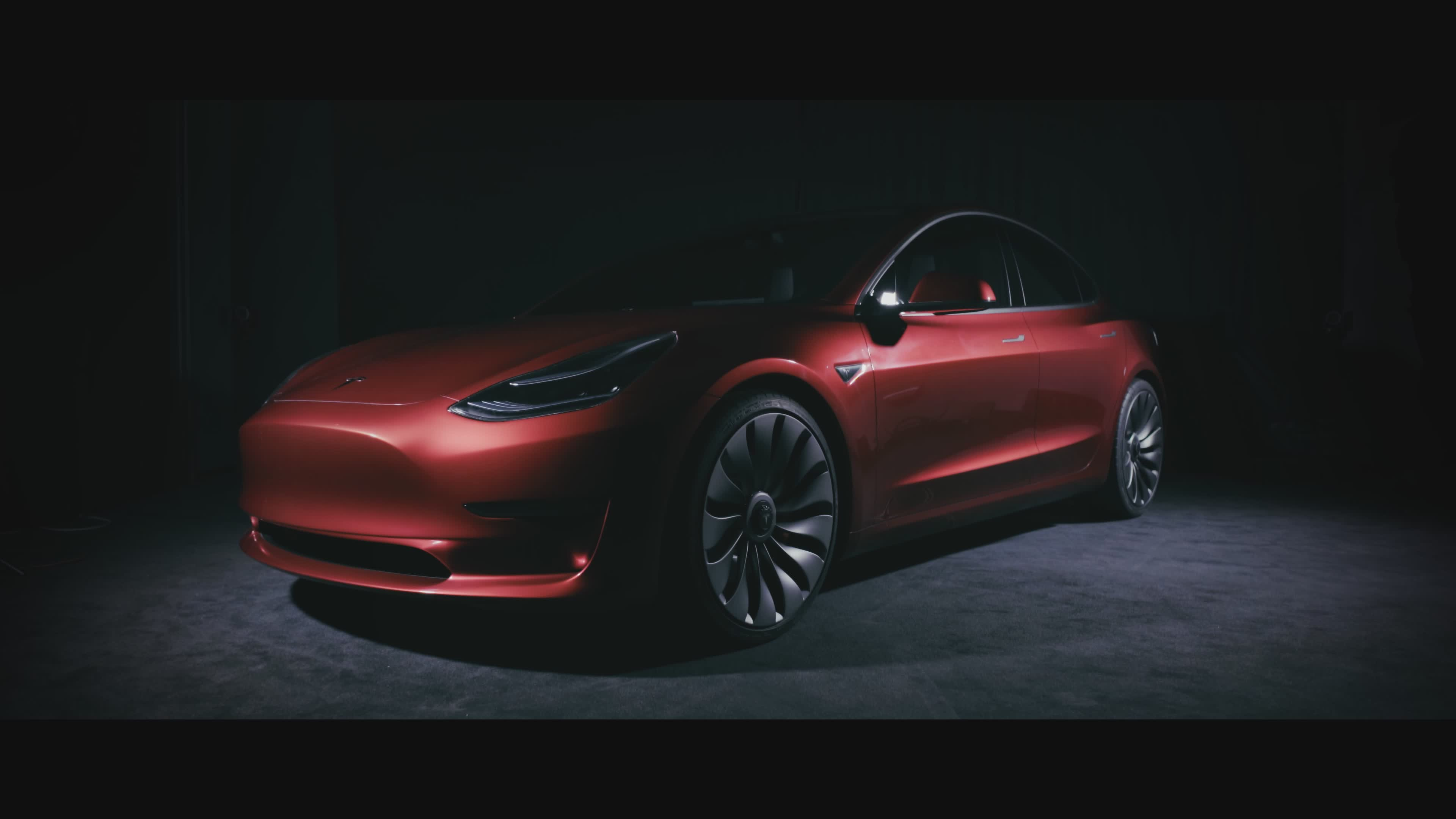 VIDEO: NAJJEFTINIJI MODEL TVRTKE Tesla predstavio Model 3, dugoočekivani električni automobil