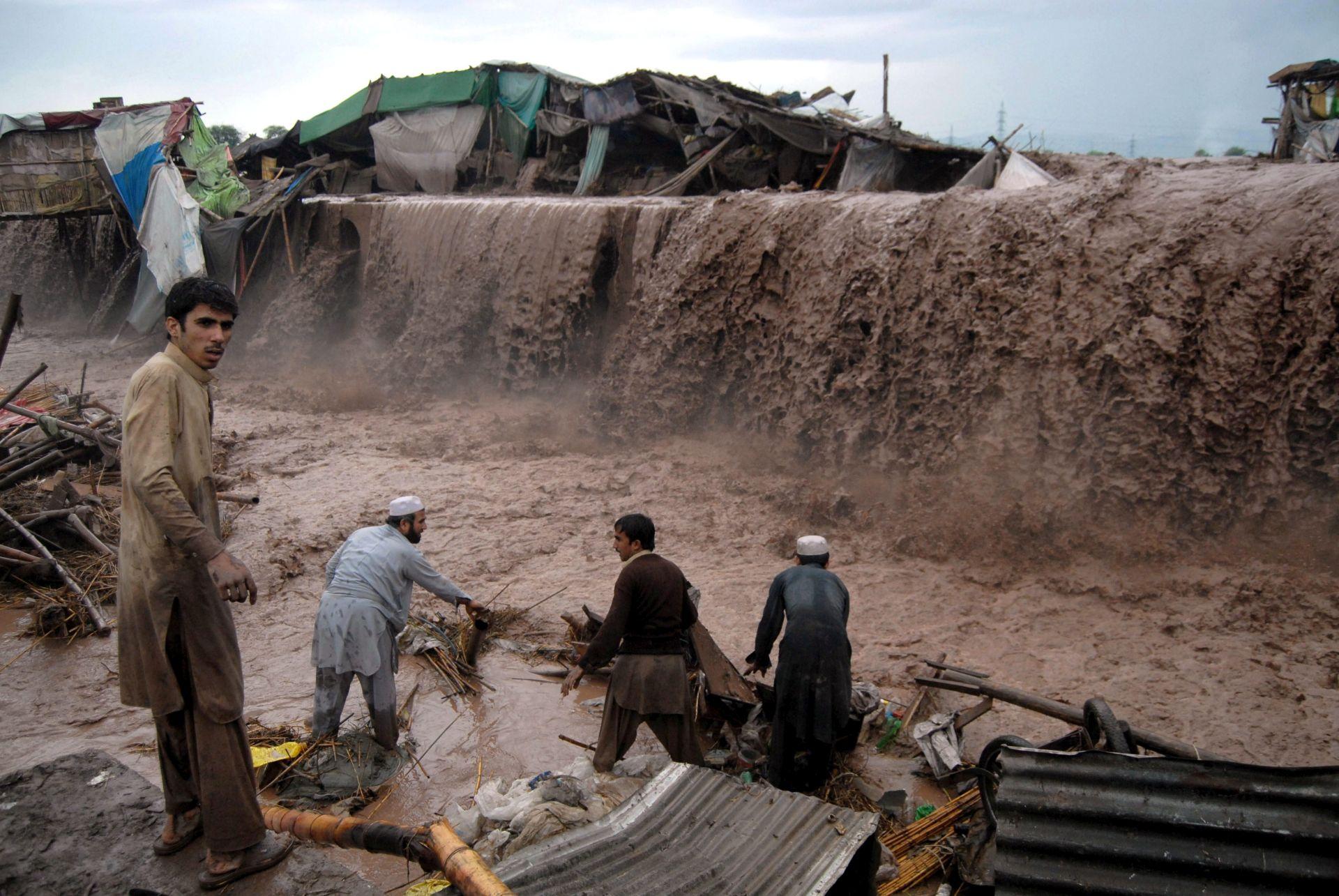 ODRONI ZBOG KIŠE: U Pakistanu 36 mrtvih, 27 ozlijeđeno