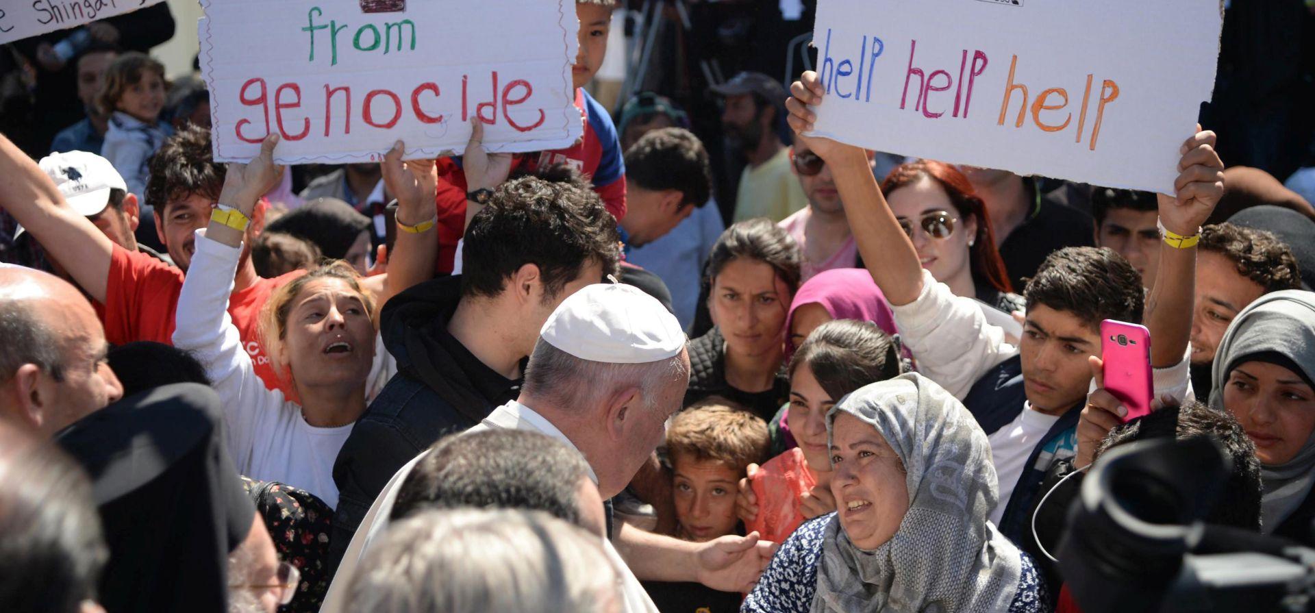 PRIHVATNI CENTAR NA LEZBOSU: Migranti plakali i molili Papu za pomoć