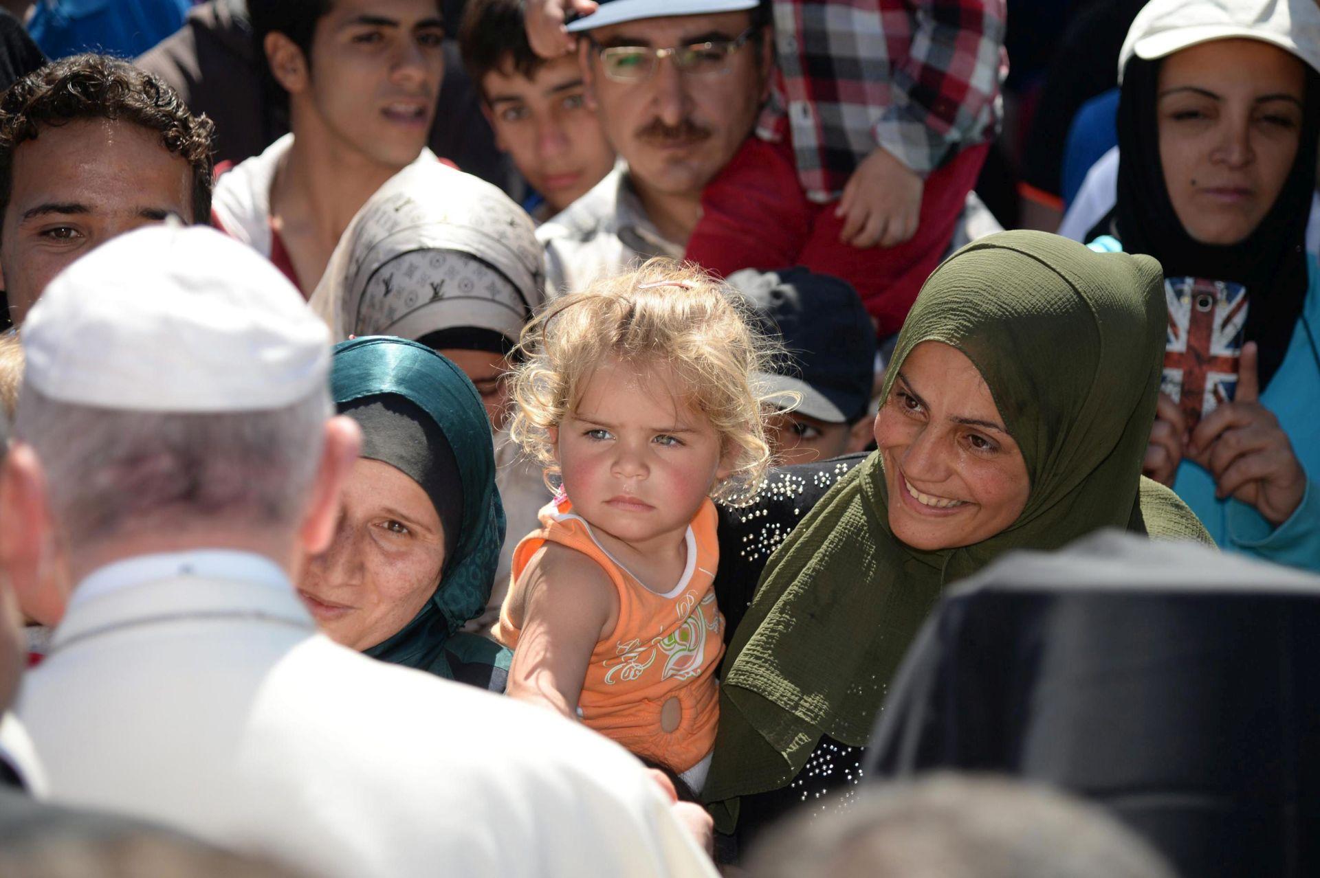 ZAVRŠEN POSJET NA LEZBOSU: Papa Franjo poveo sa sobom u Vatikan tri sirijske obitelji