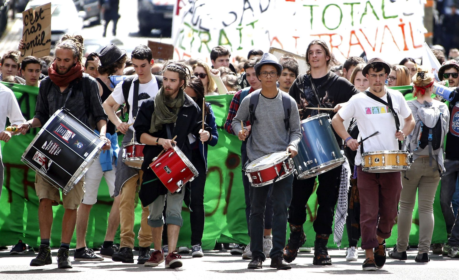 NEREDI U PARIZU: Francuska najavljuje da će zaustaviti nasilne prosvjede