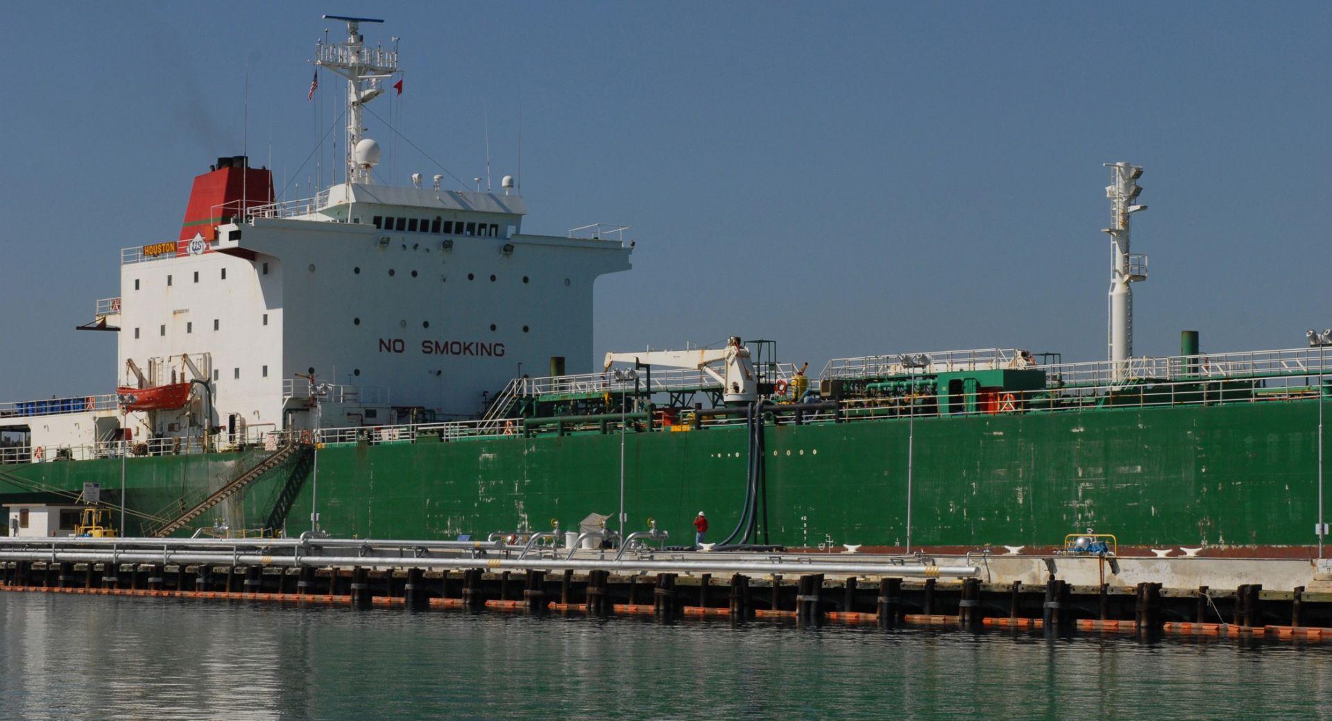 PREVOZIO SAMO MORSKU VODU Zapalio se ruski tanker na Kaspijskom jezeru